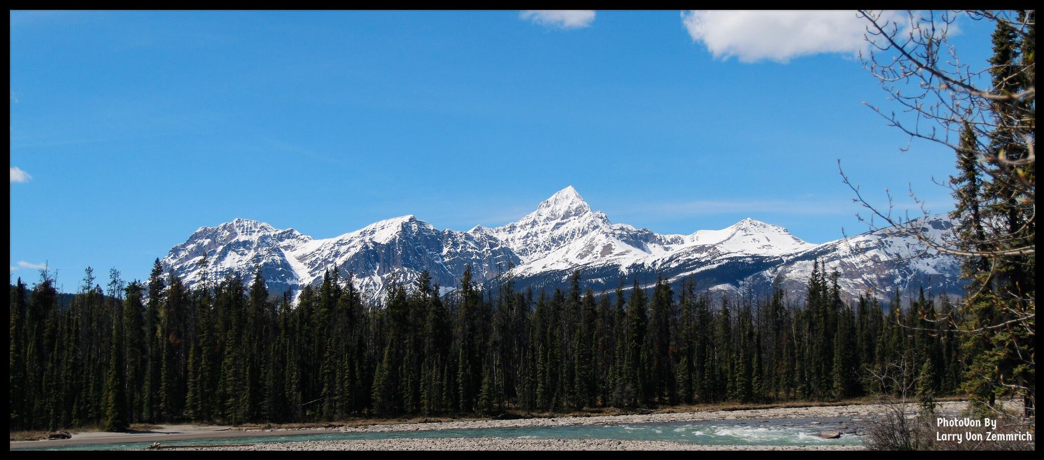 Icefield parkway  Jasper national Park Alberta Canada  by Larry Von Zemmrich