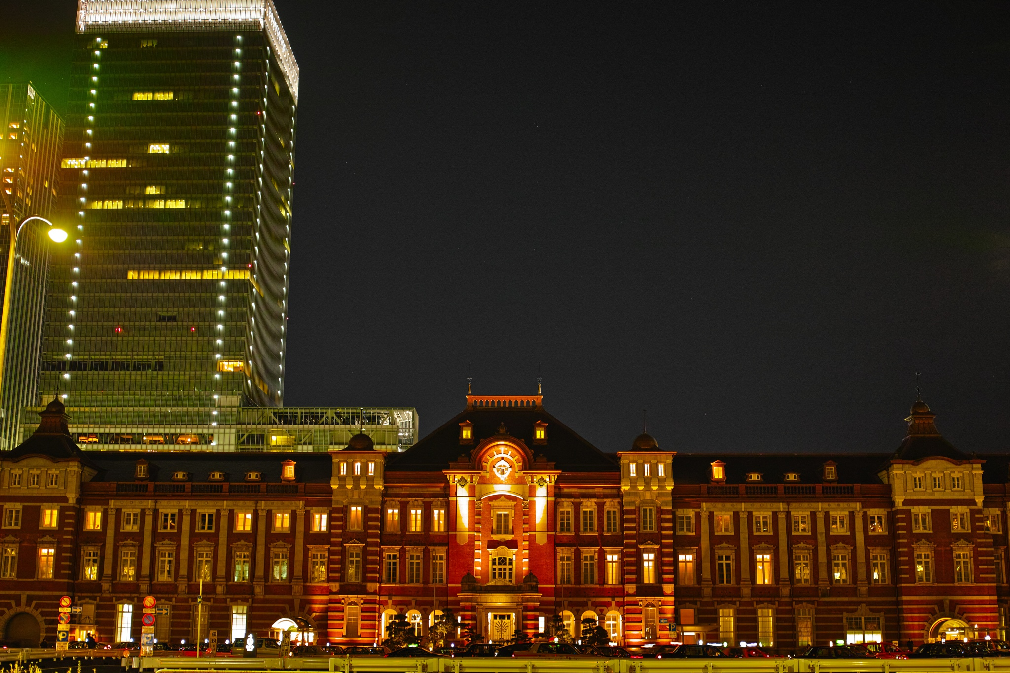 Tokyo station by H. Sugane