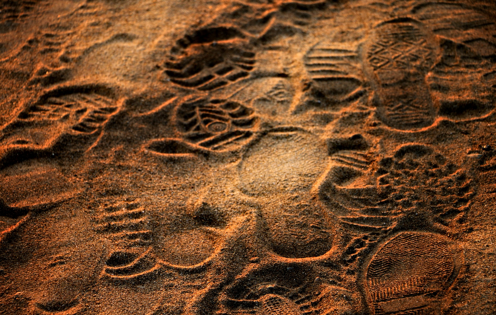 TRACES IN THE SAND by LUNA