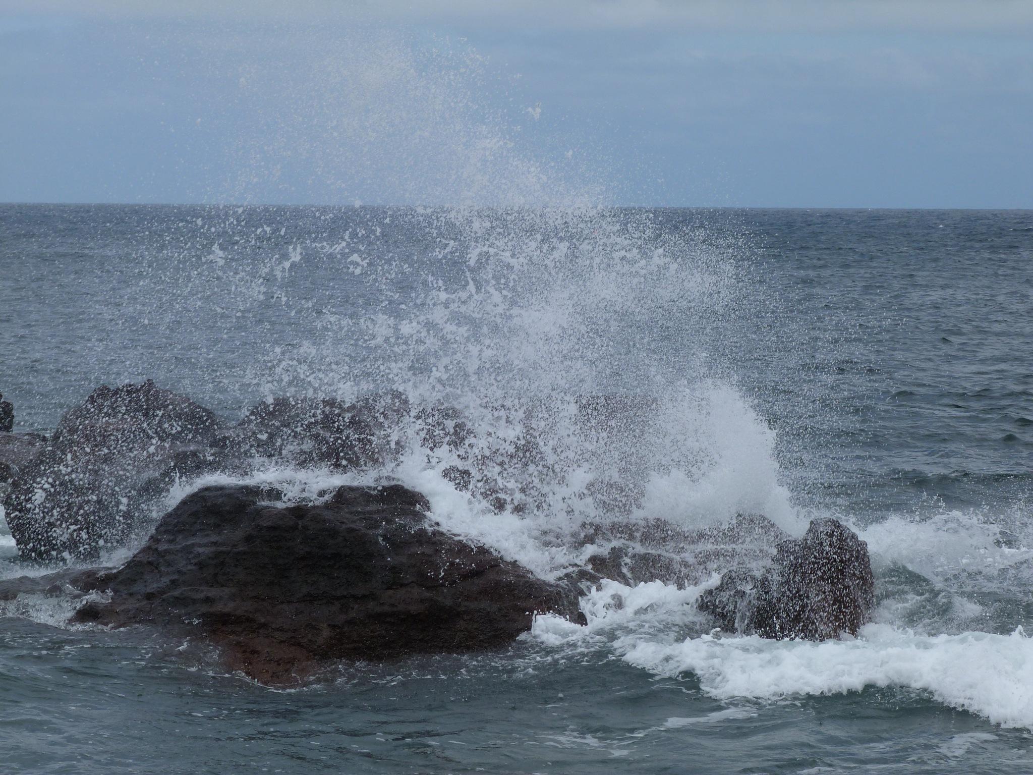 crashing waves by Launa