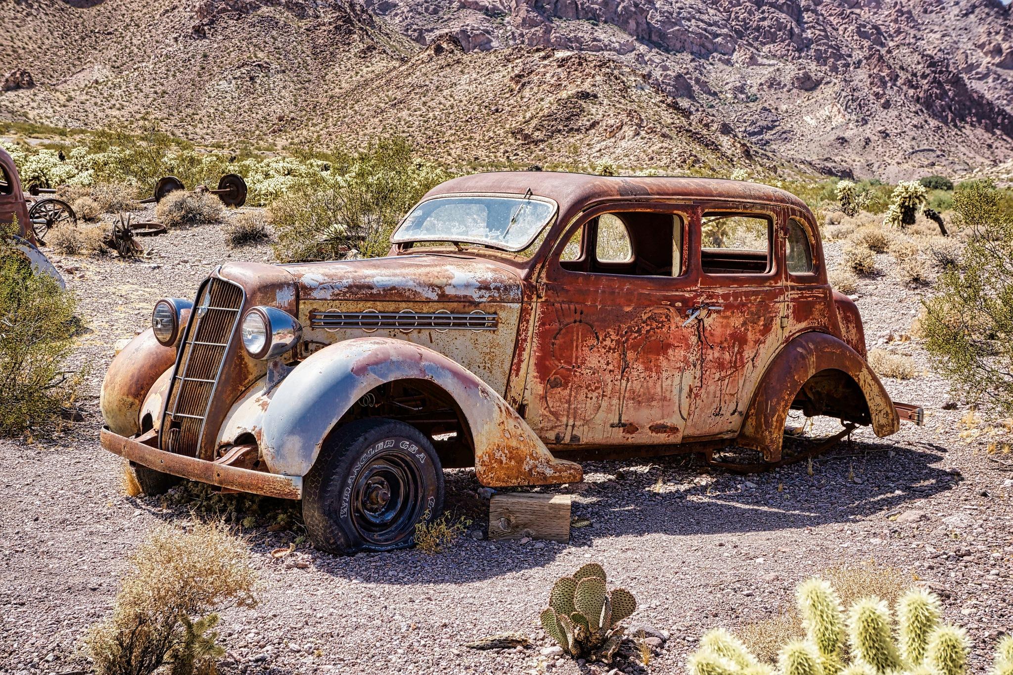 Stuck in the desert by Harrison Hanville