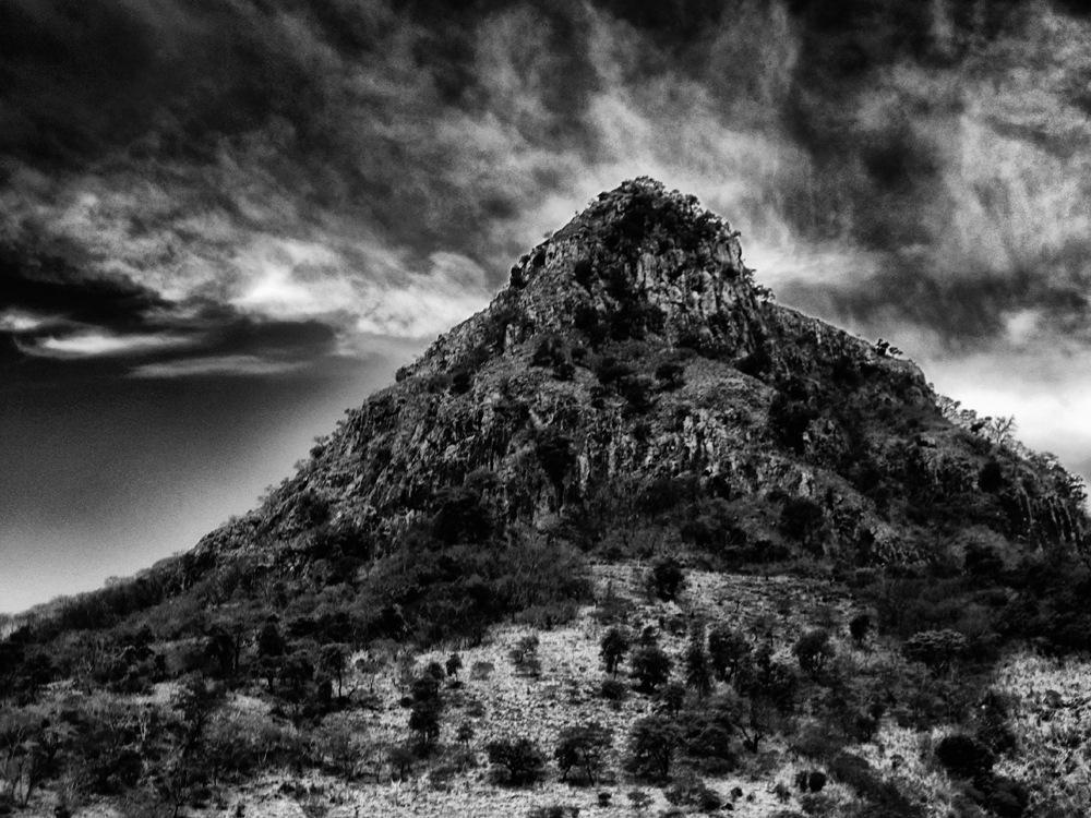 esa montaña by f5.6 artstreet