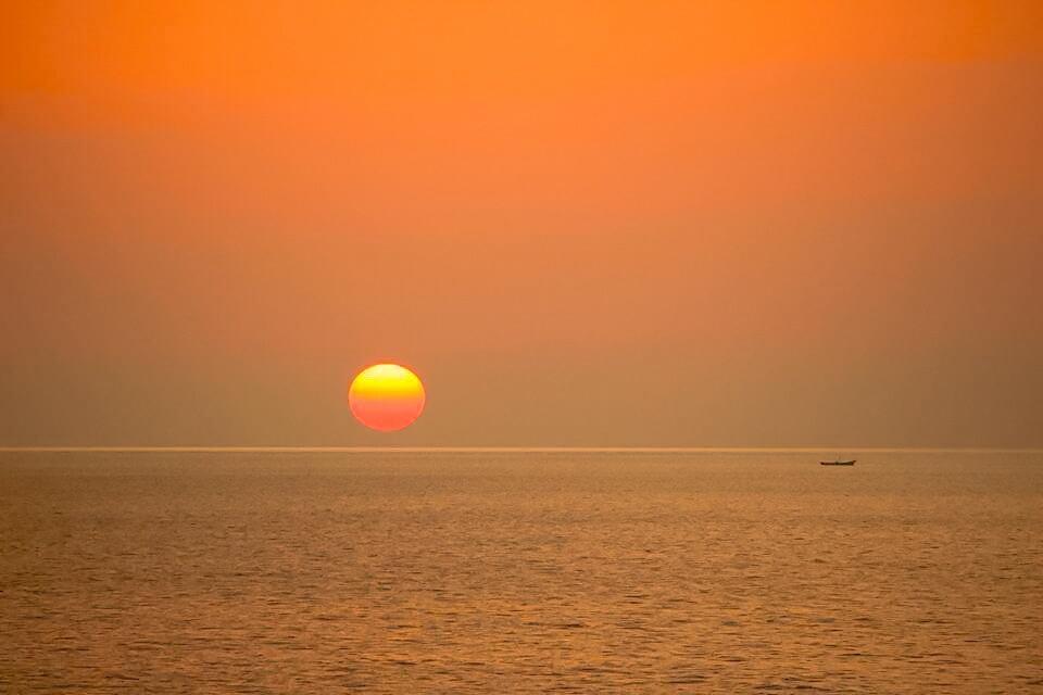 sunset view by Taishi Yamauchi