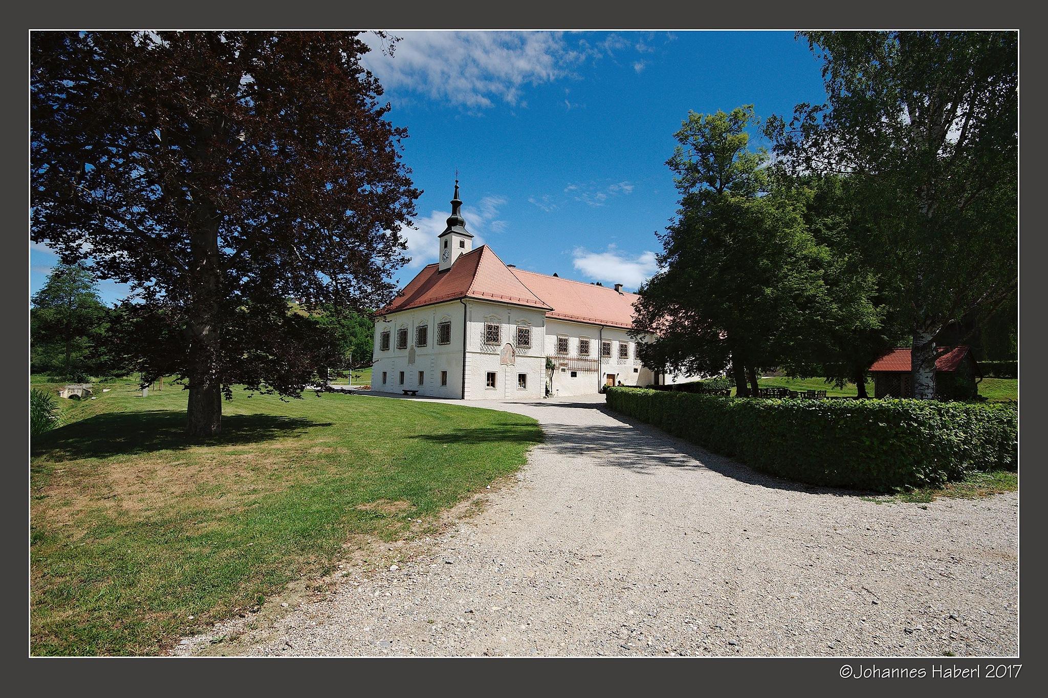 castle & vinery Dveri Pax by Johannes Haberl