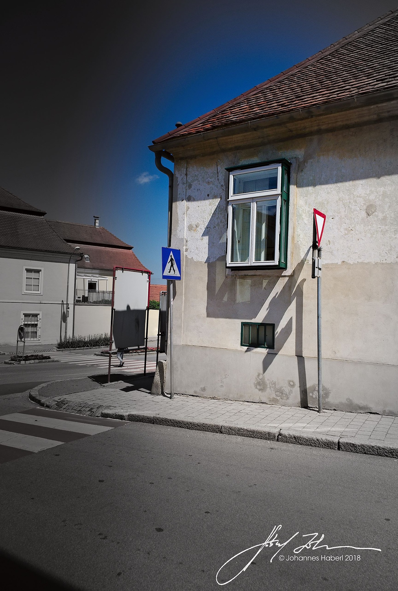 bay window at the corner of a street in Retz / B&W + color by Johannes Haberl