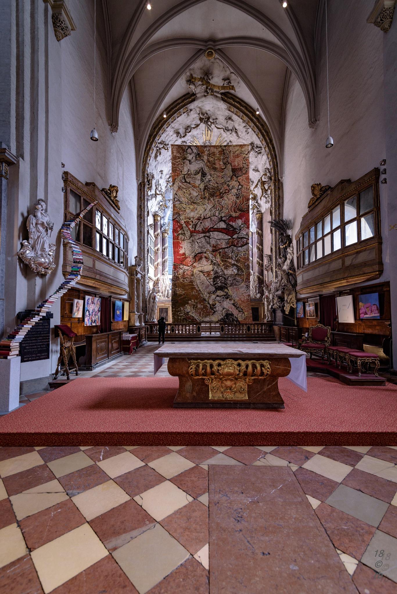 Michaeler Kirche mit Fastentuch by > Robert Braun <