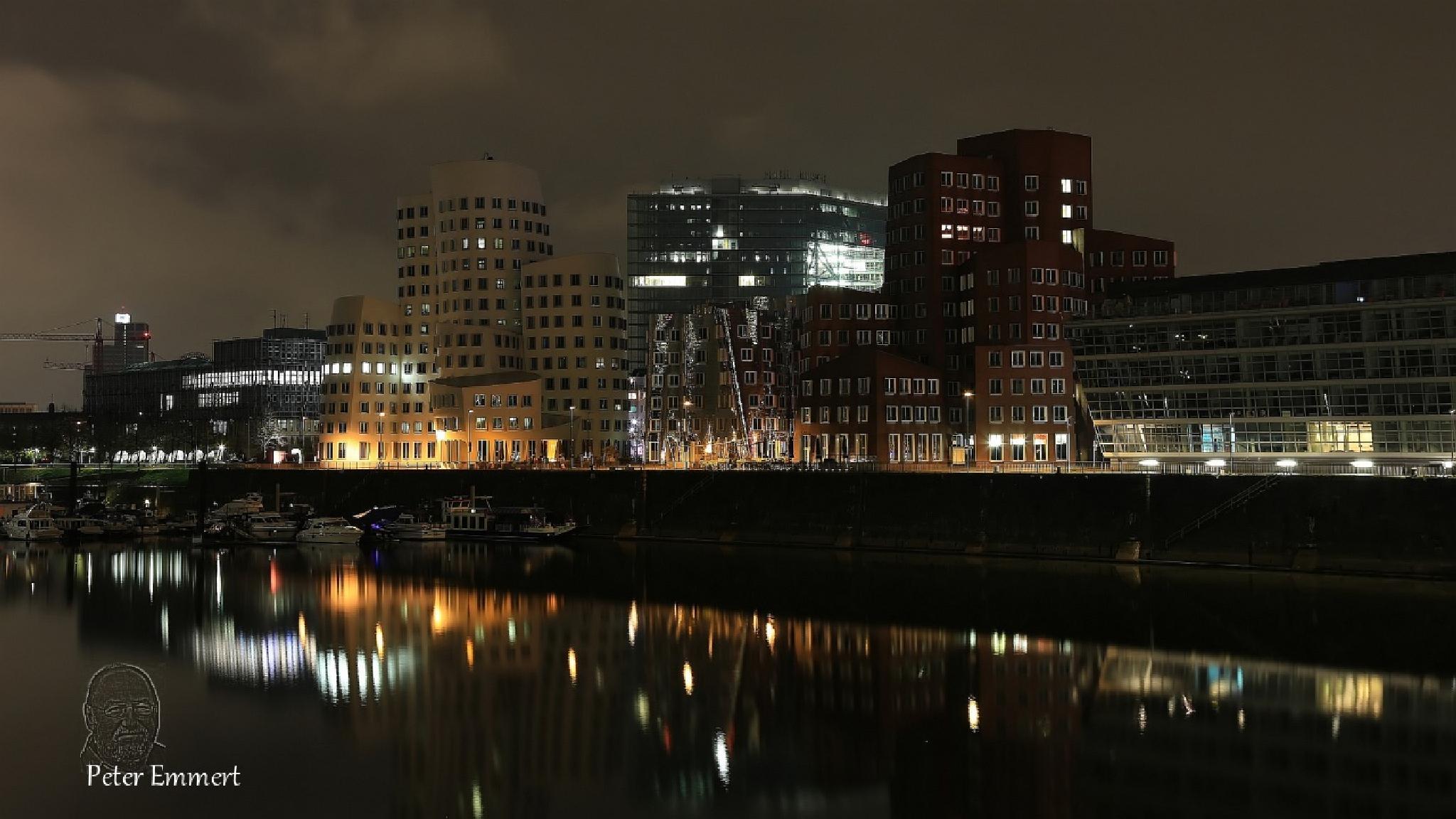 Medienhafen Düsseldorf 1 by Peter Emmert