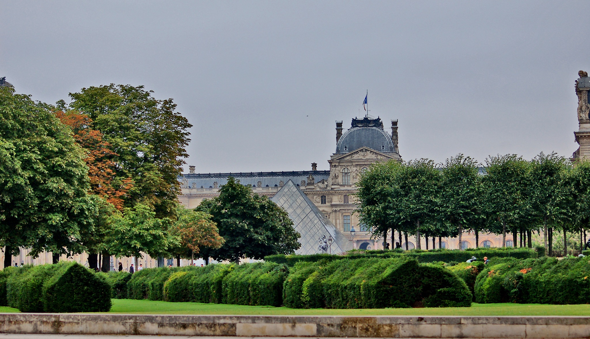 Louvre another View by Paulo Alexandre Alves