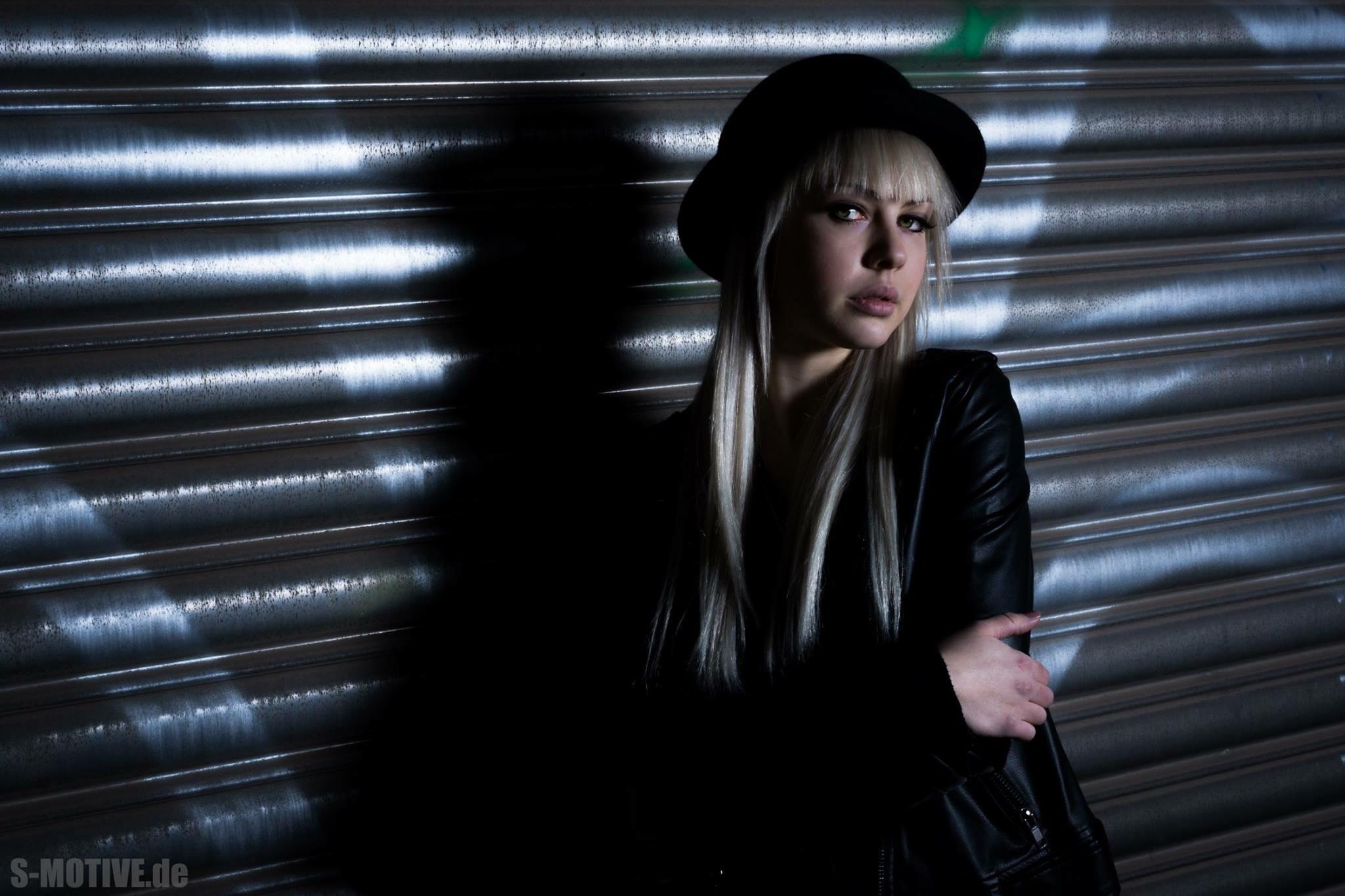 Blonde Women by SMOTIVE