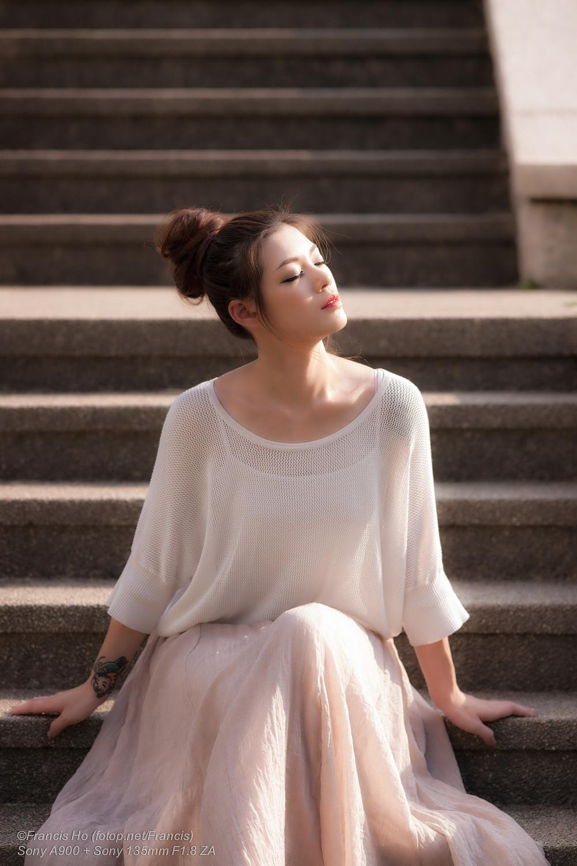 Daisy Em by Francis Ho