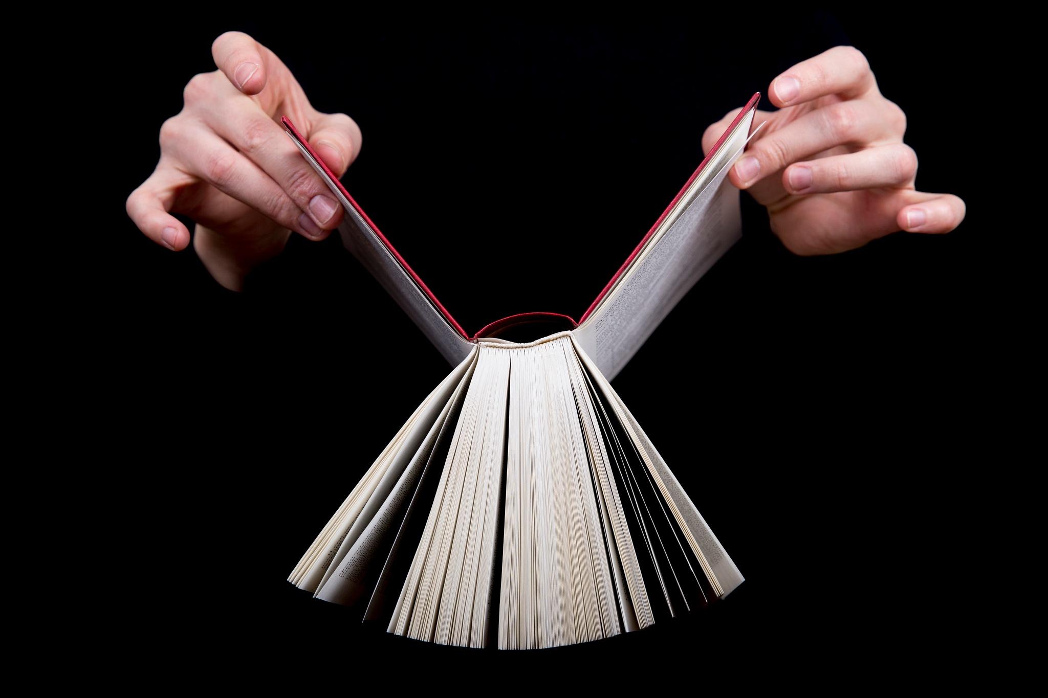 book manipulation by El Comondear