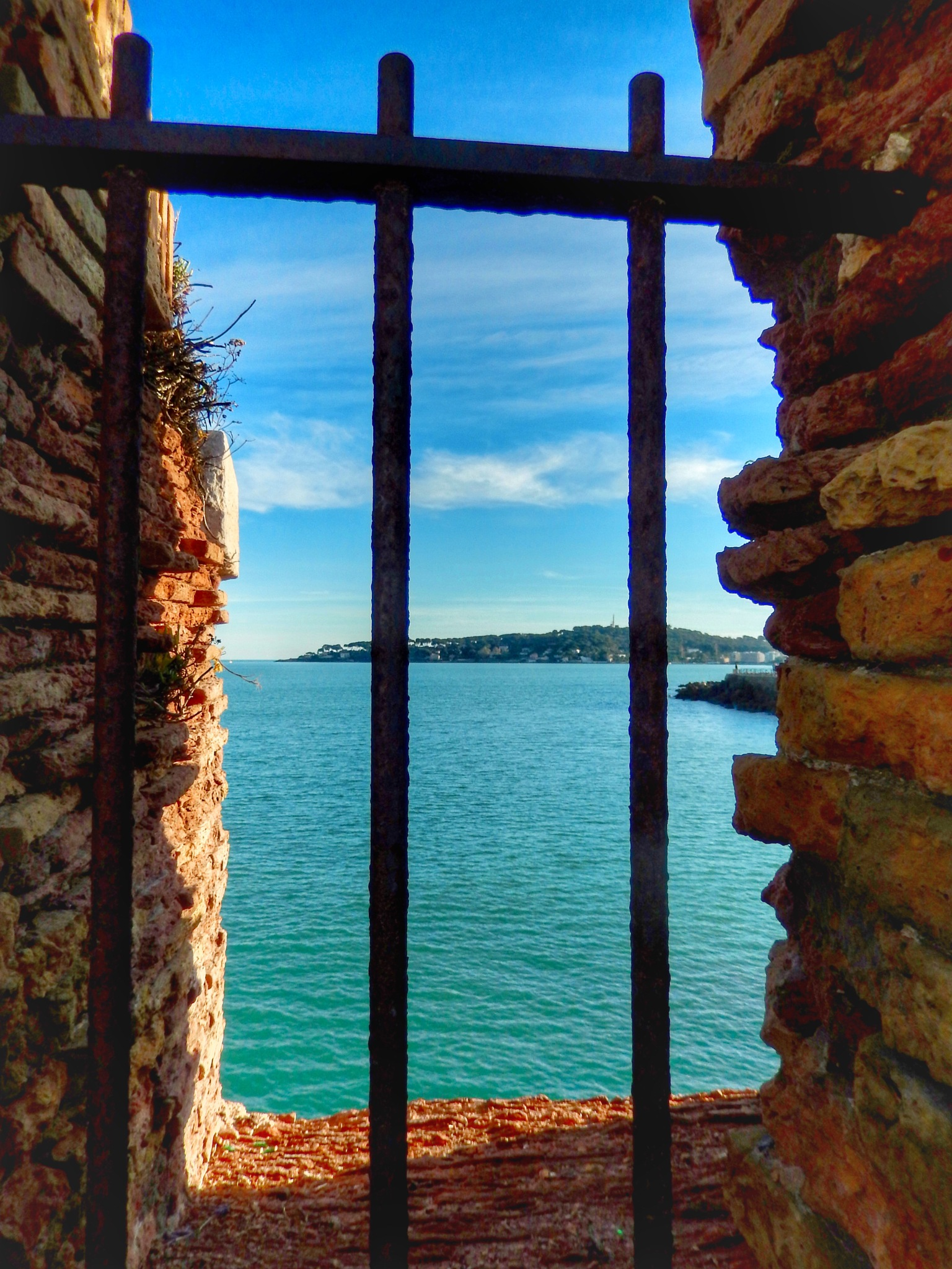 Gap with a sea view... by Jackie06