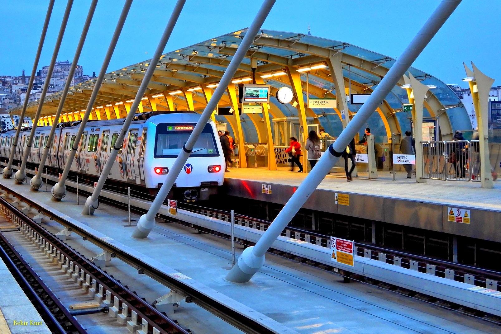 The Train On Golden Horn Metro Bridge, Istanbul / Turkey by Bekir Kurt