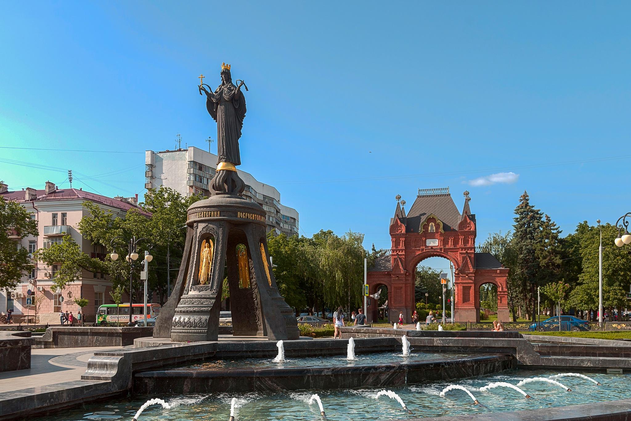 Monument SV. Catherine and Alexander triumphal arch by Igor Khizhnyak