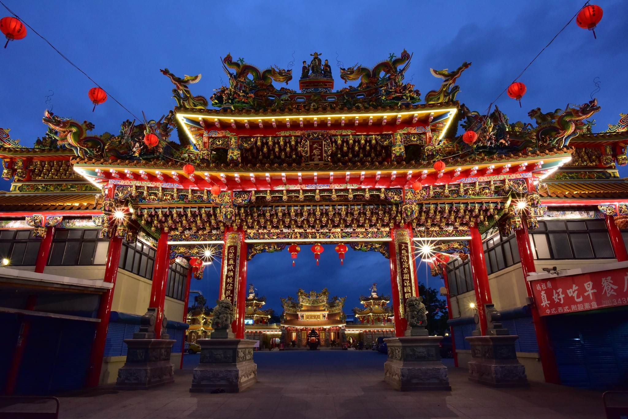 Taiwanese temple by petertyghbn