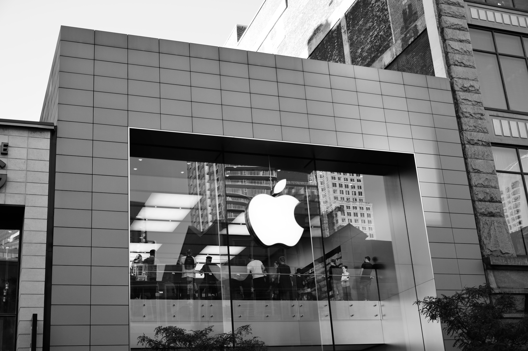 Apple Store  by tamasergy