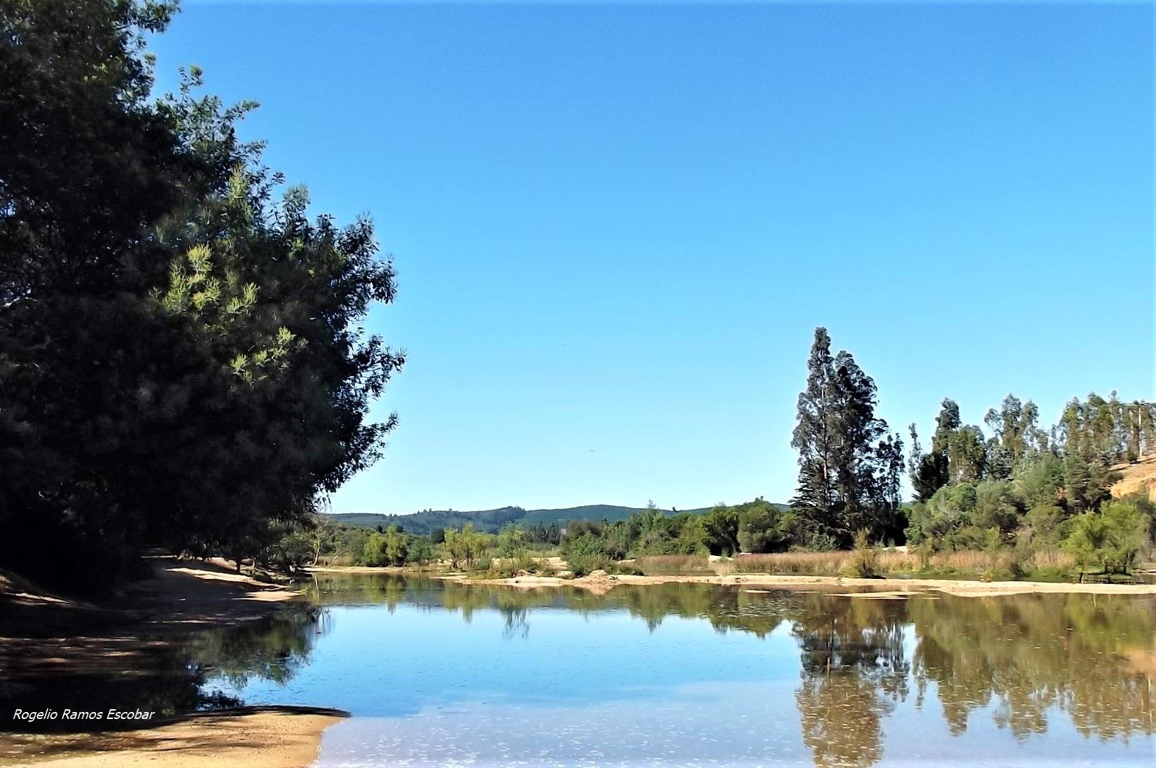 Laguna by Rogelio Ramos Escobar