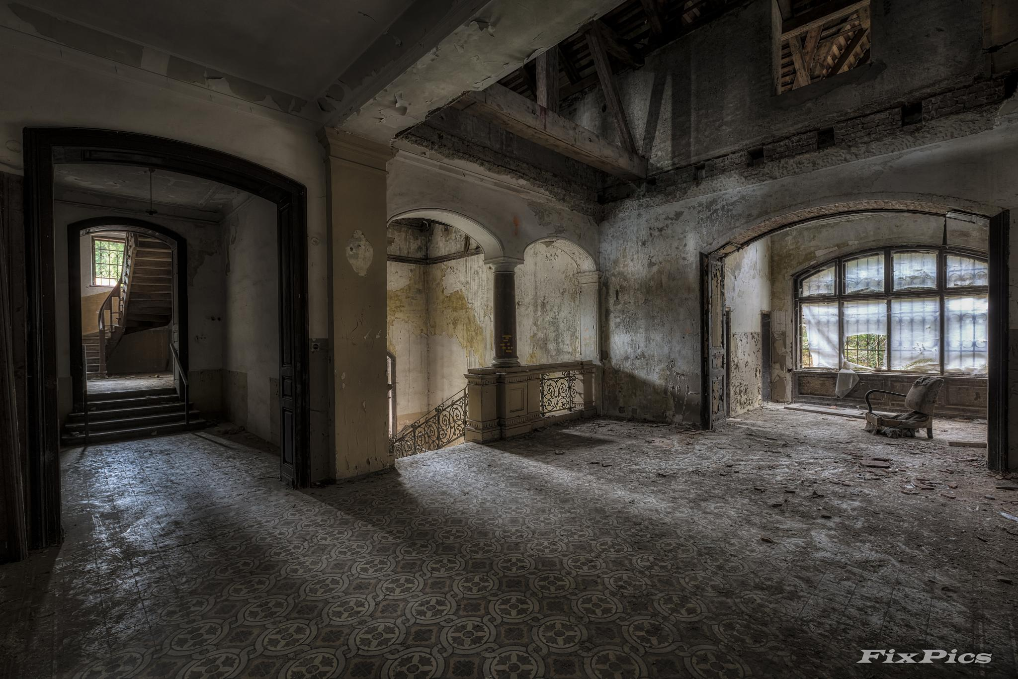 on the second floor by Martin Kriebernegg