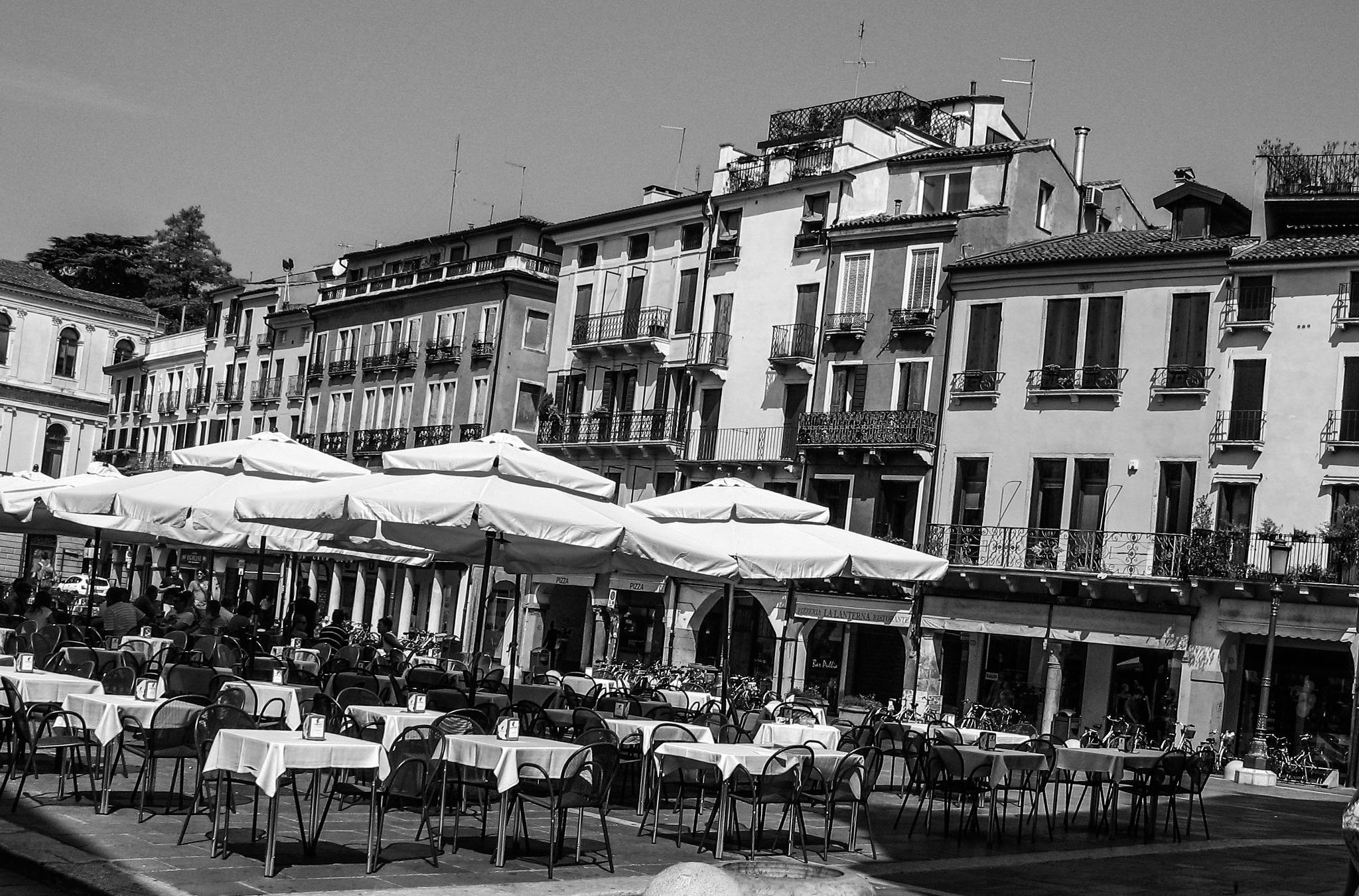 Pomeriggo Caffe in Padua by simie