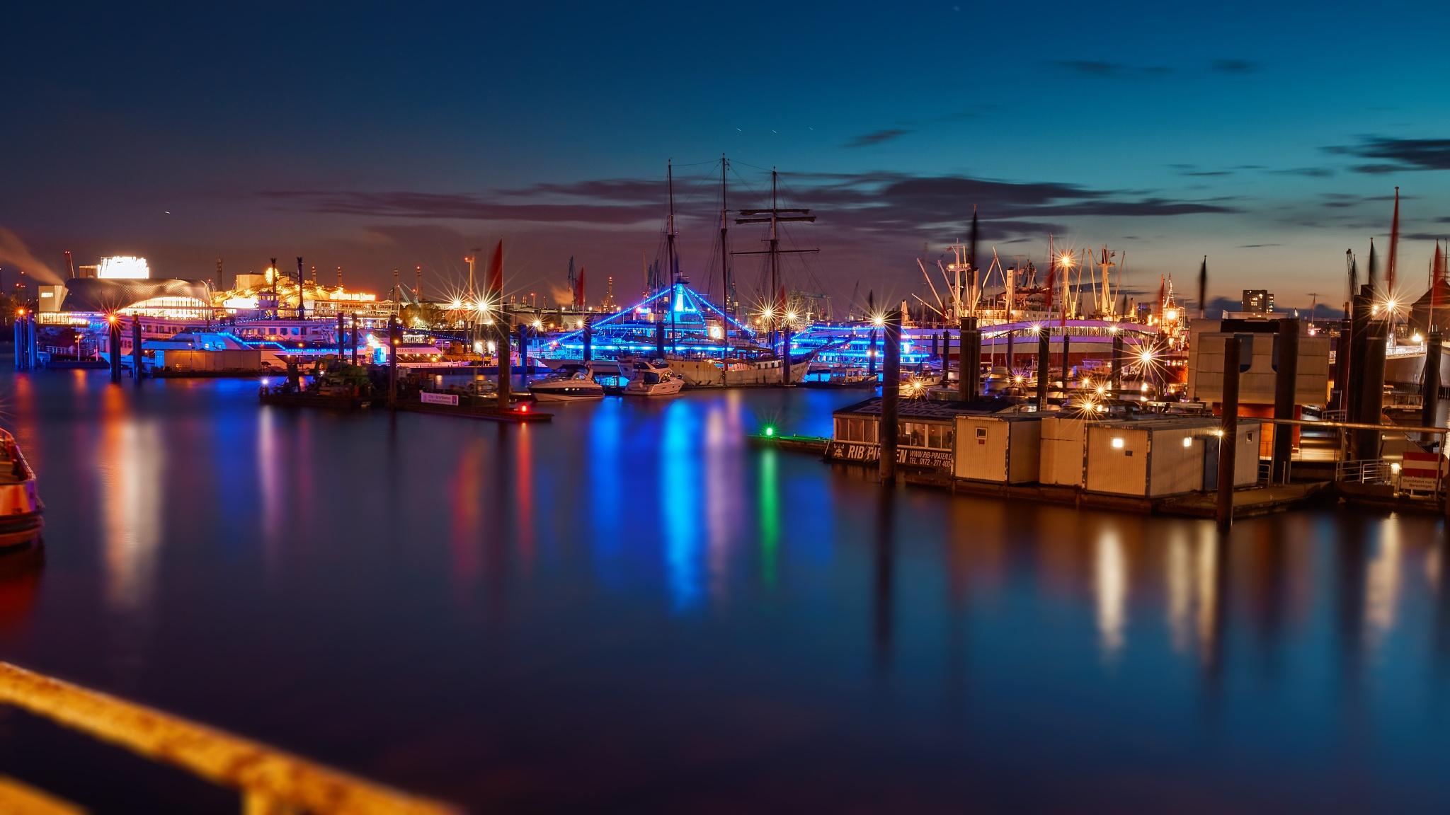 Photo in Cityscape #harbor #port #haven #marina #seaport #docks #water #sea #hamburg #ship #ships #night #nightshot #exposure #light #lights #reflection #dark #city #cityscape #landscape #sky #shine #shining
