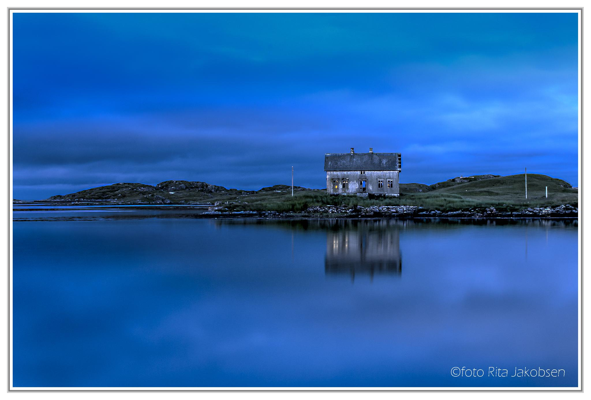 Toralf-house in blue hour . by Rita Jakobsen