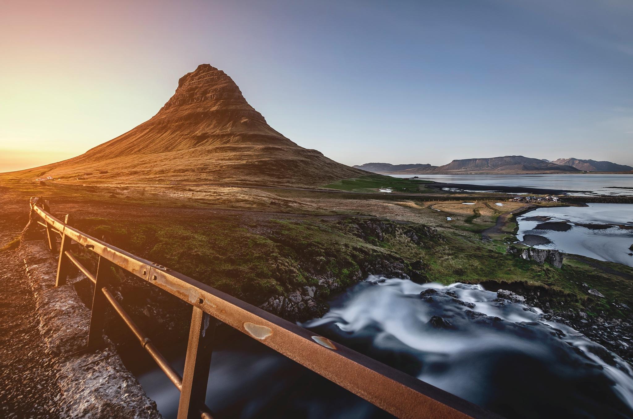 Kirkjufell by Arjan Wilmsen