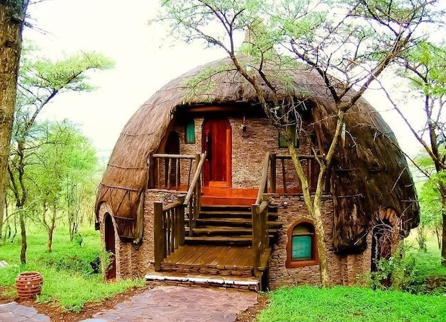 LODGES ACCOMMODATION AT SERENGETI NATIONAL PARK by Licious Adventure