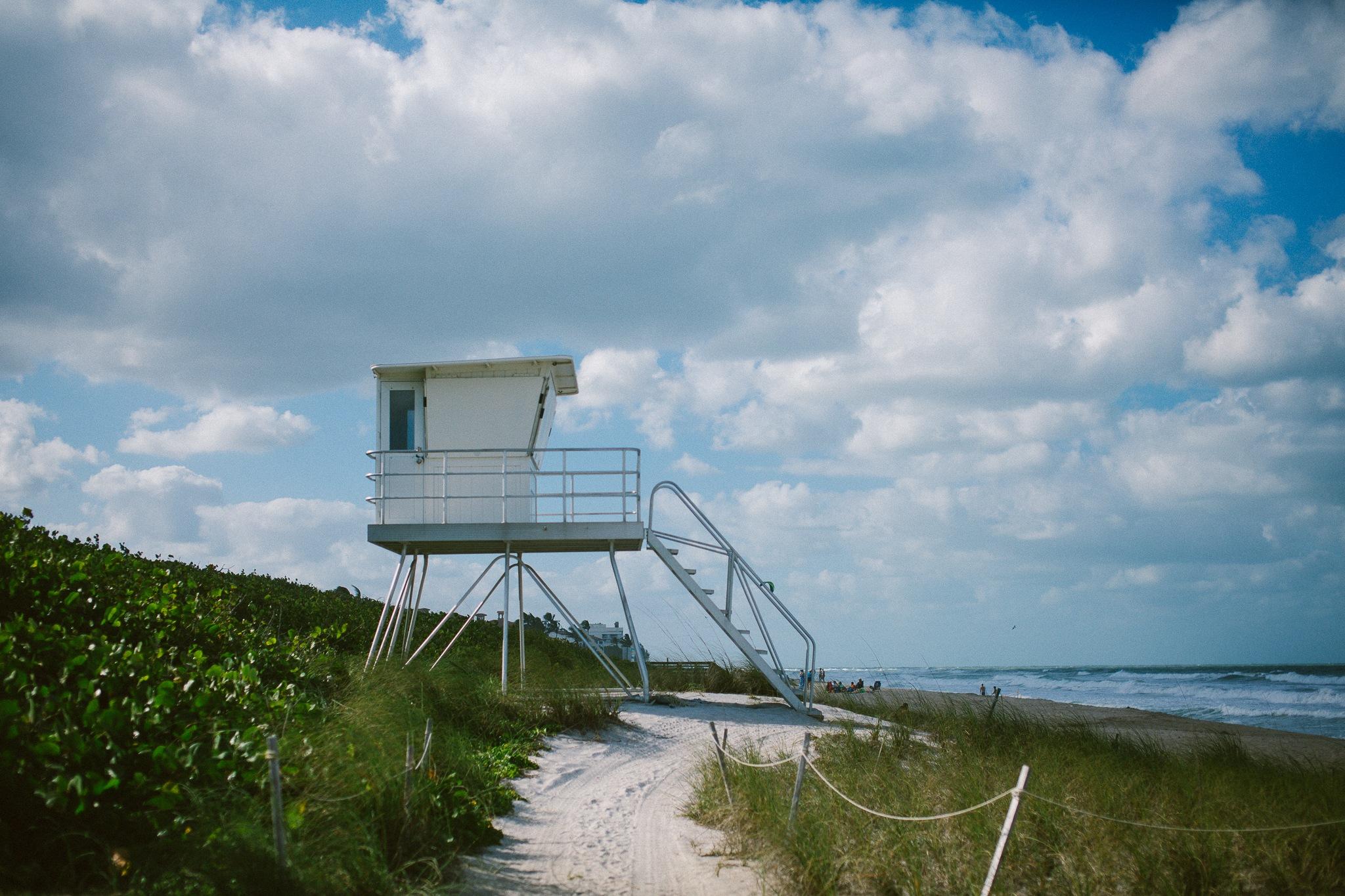 Beach cabin by Felix G Padrosa