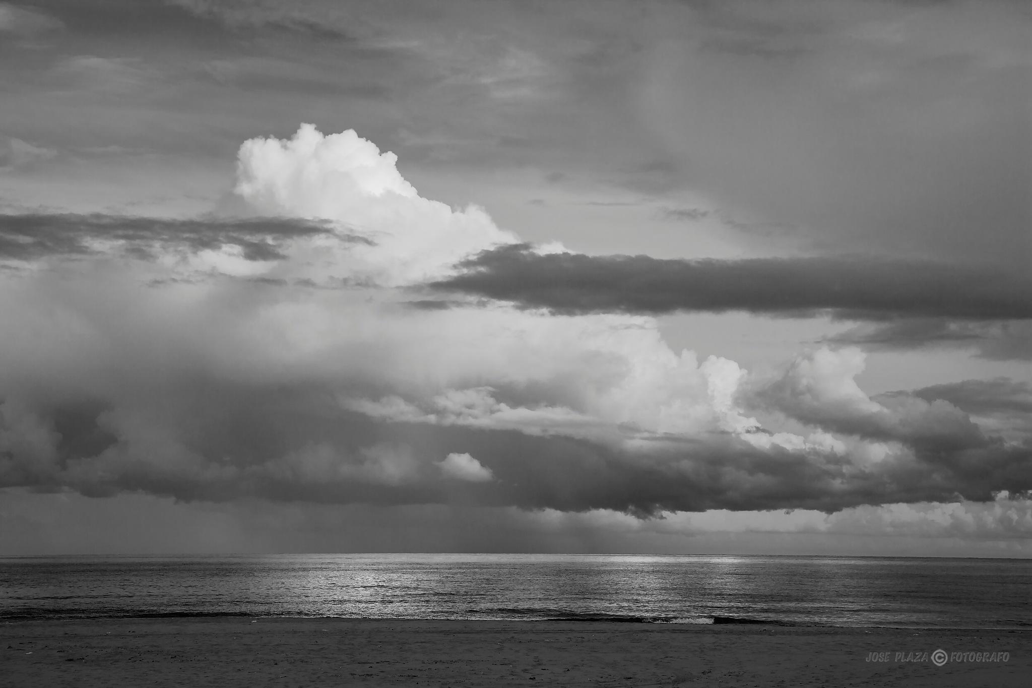 Photo in Nature #arena #playa #blancoynegro #paisaje #naturaleza #nubes #mar #cielo #reflejos