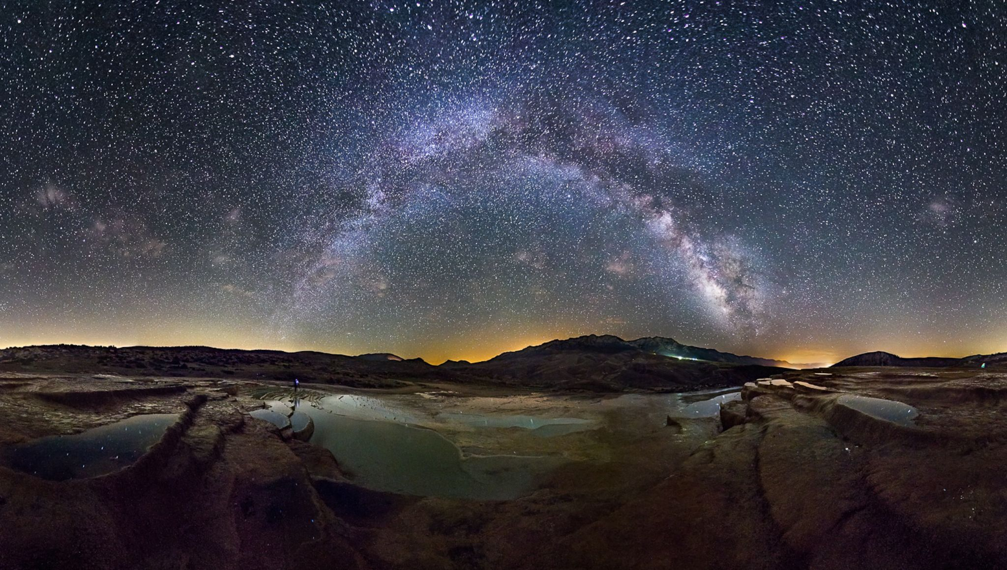 Soort Natural springs and Milky way by gravity