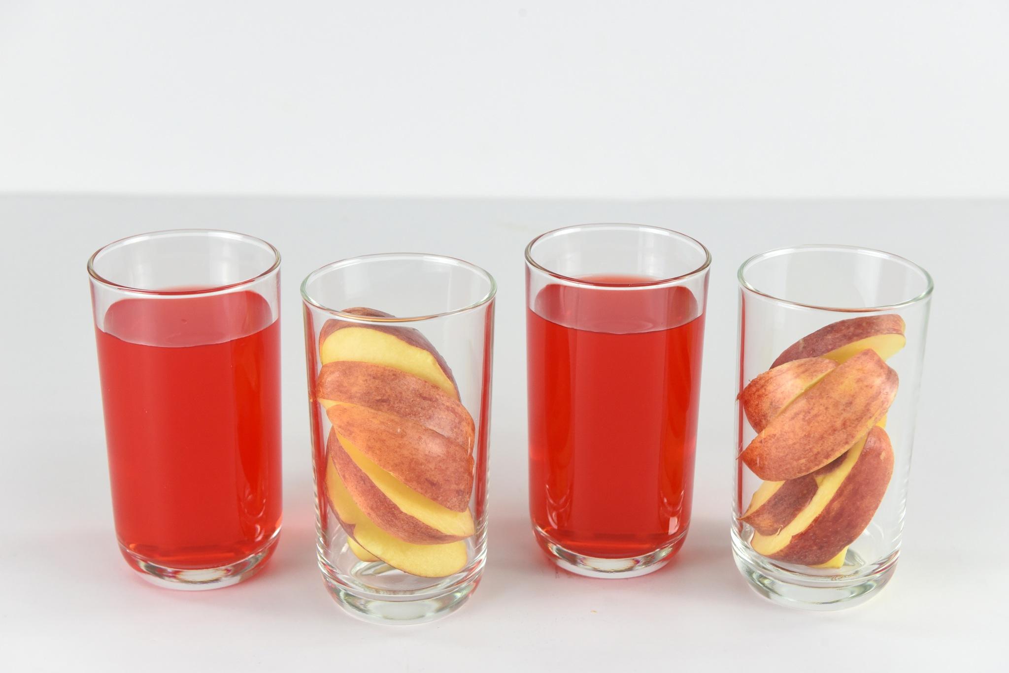 Apple & Four Season  by rgalbarillo