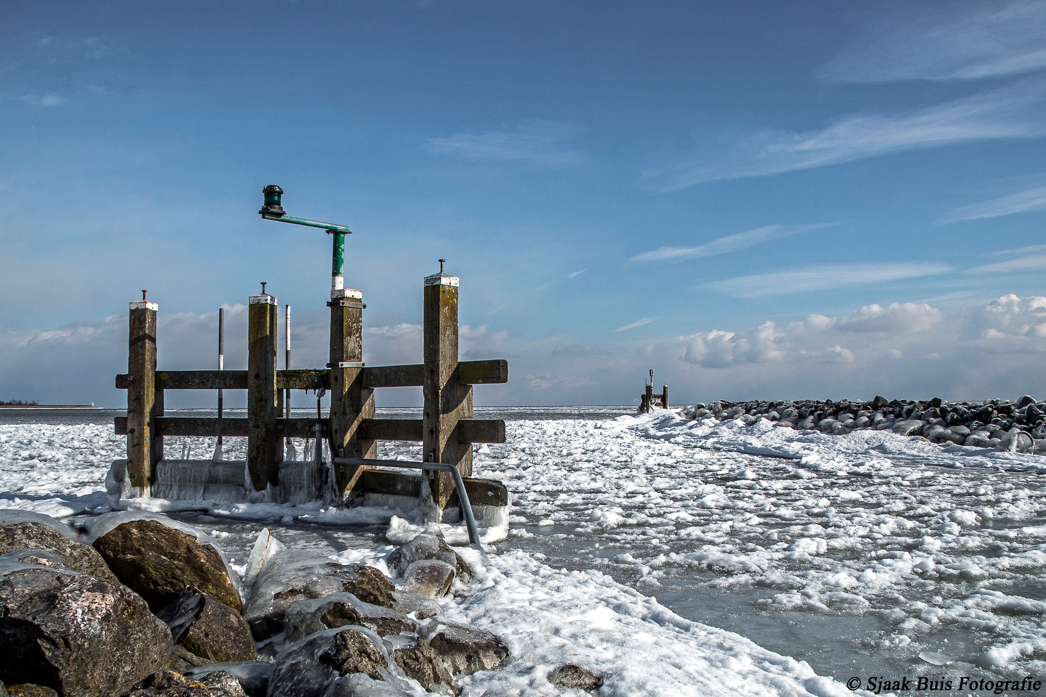 Entrance of the harbor of Wijdenes full of ice (NH) by Sjaak Buis