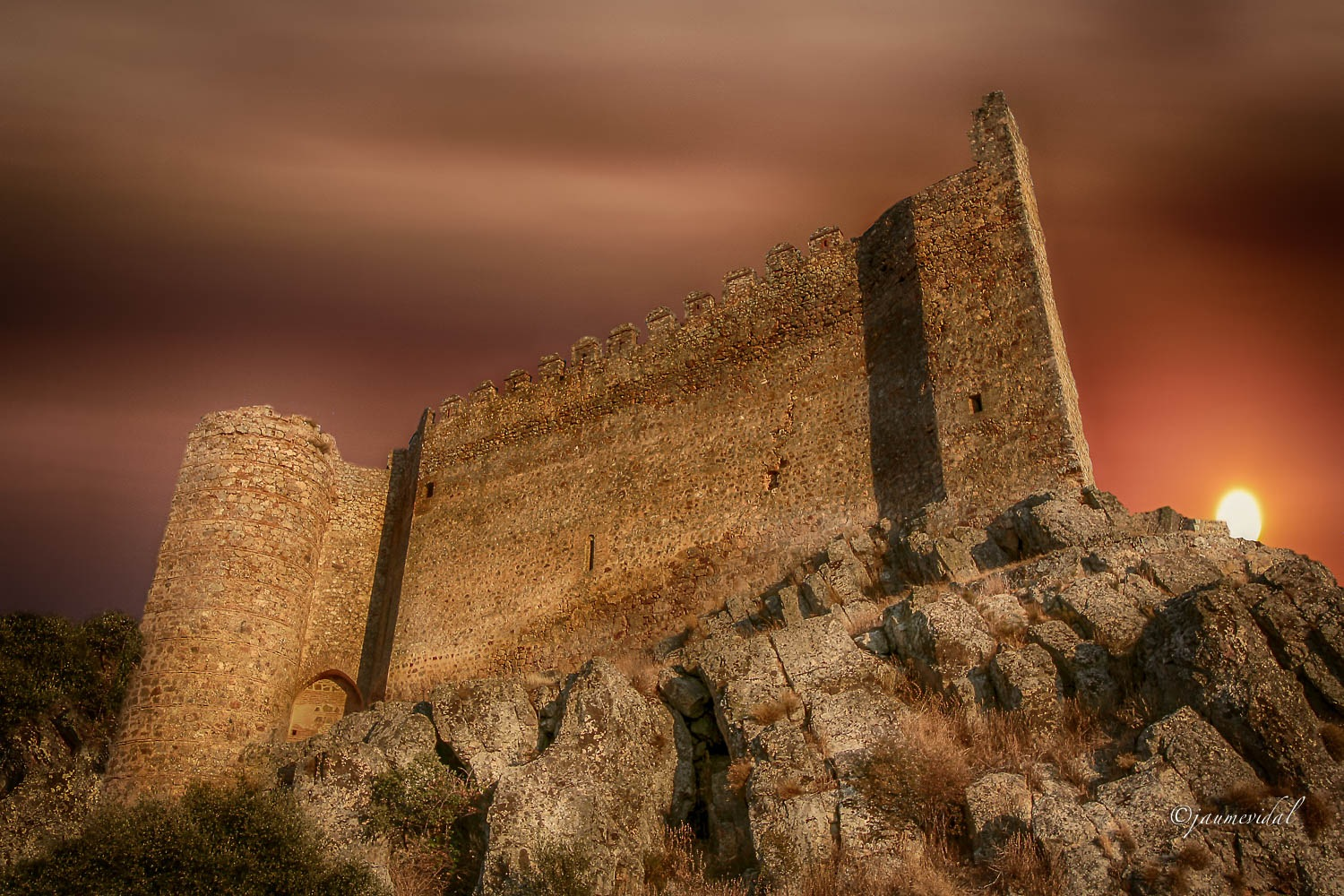 Sunset at the back of the castle by JaumeVidal