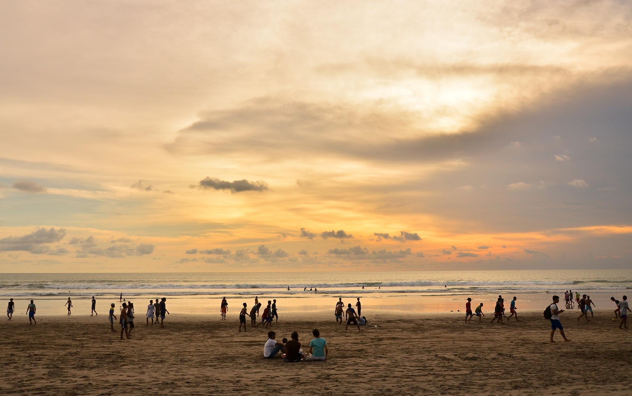 Beach Activities by Dauz de Respect