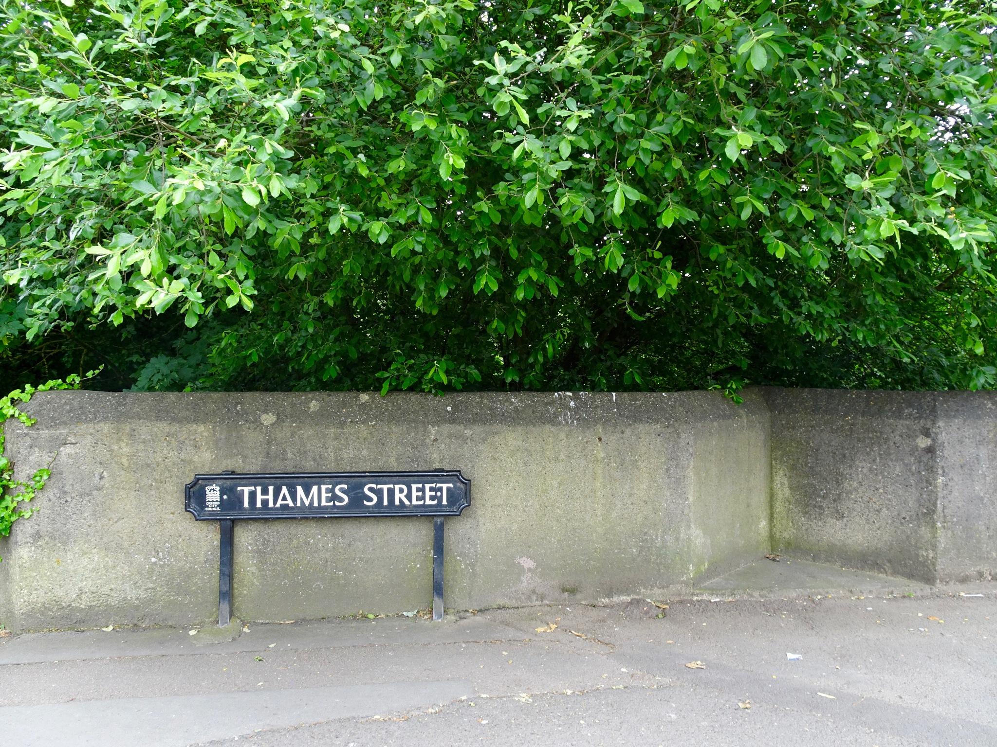 Thames St, Oxford, UK by j_un