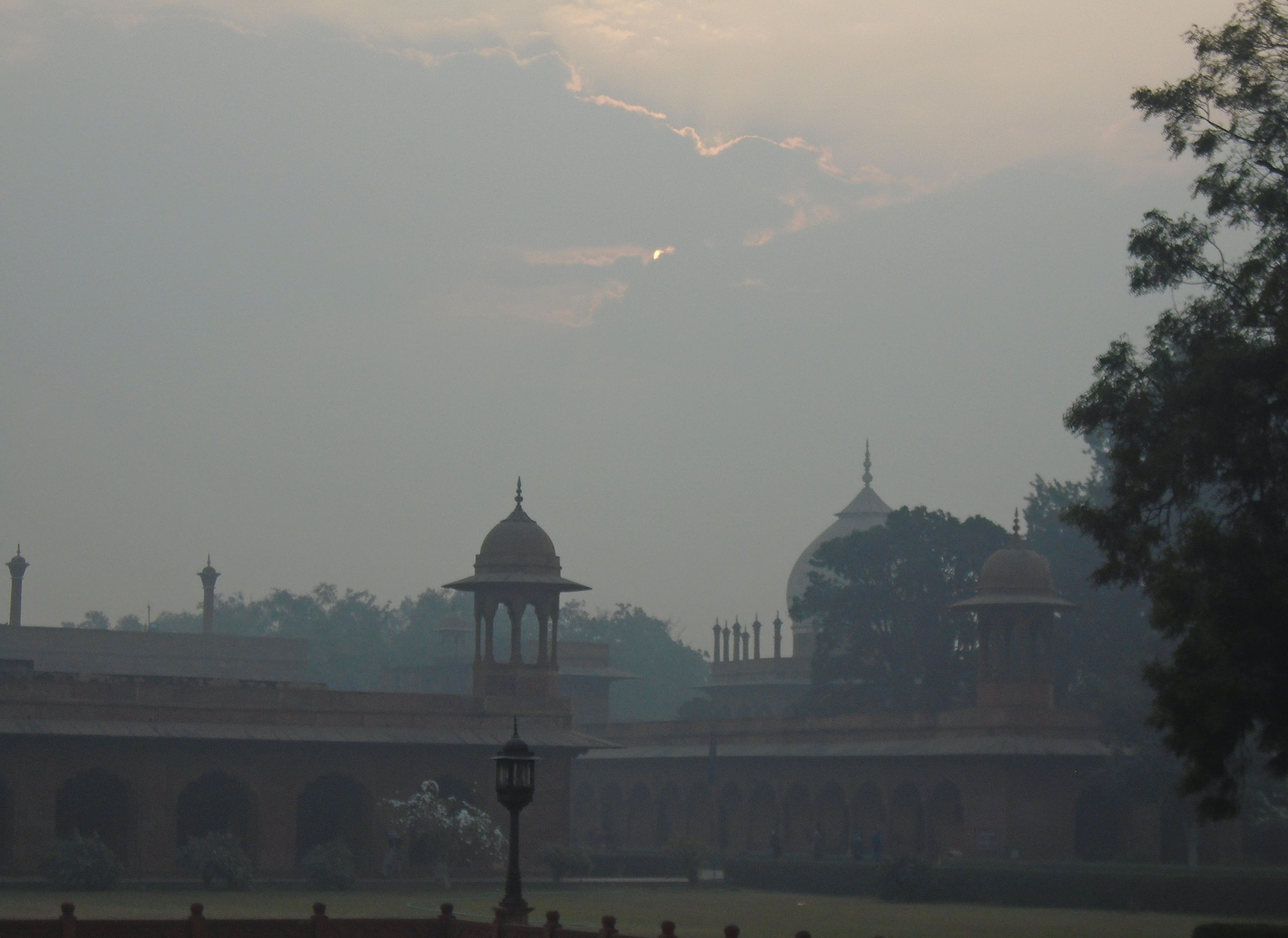 cloudy sunrise at Agra by CLOD