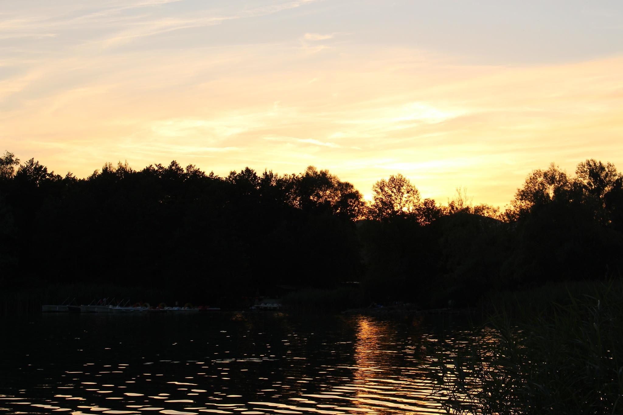 Coucher de soleil au lac d'Aiguebelette by CaptureOfAlex