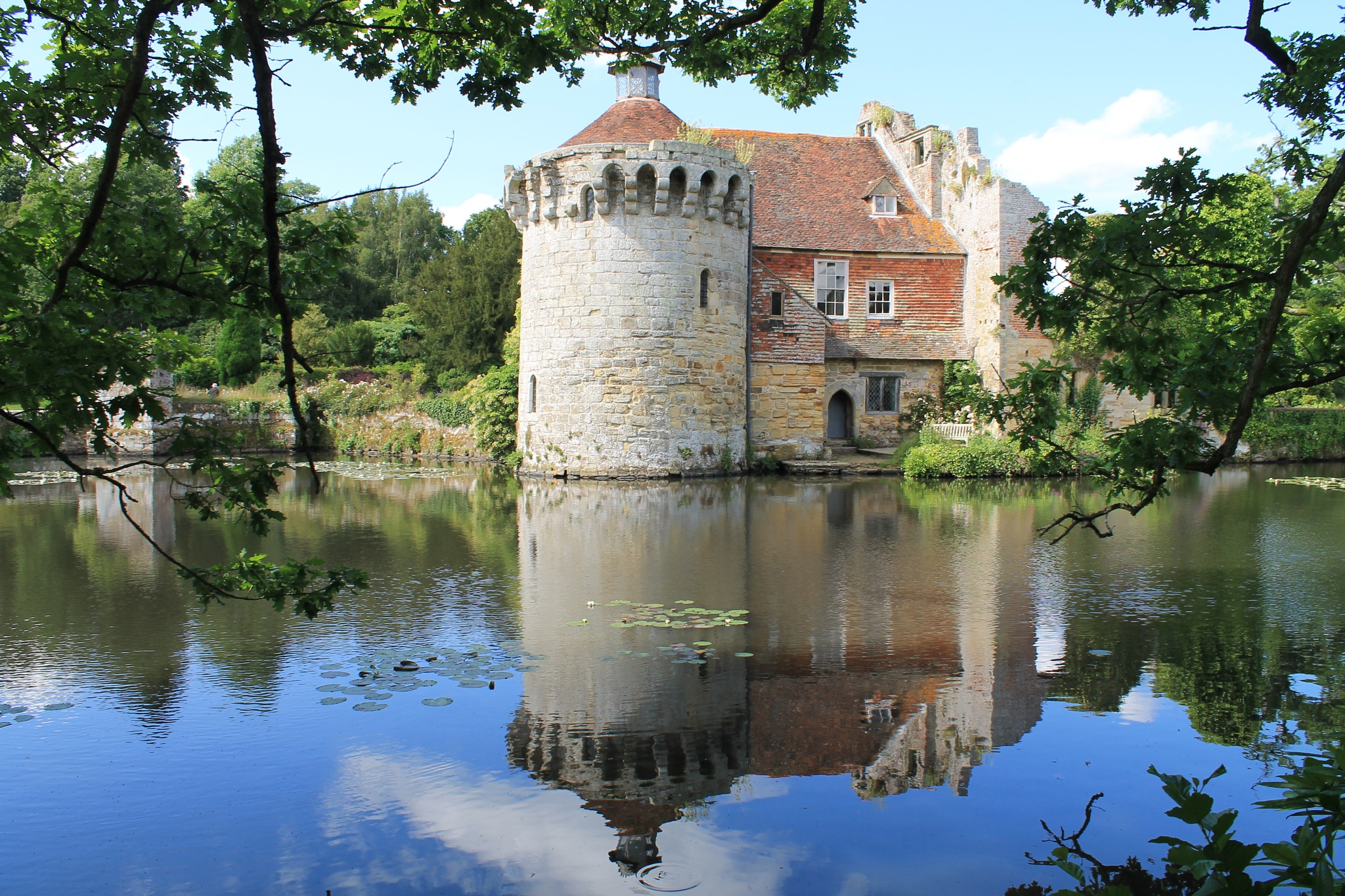 Scotney Old castle by Paul Bownas