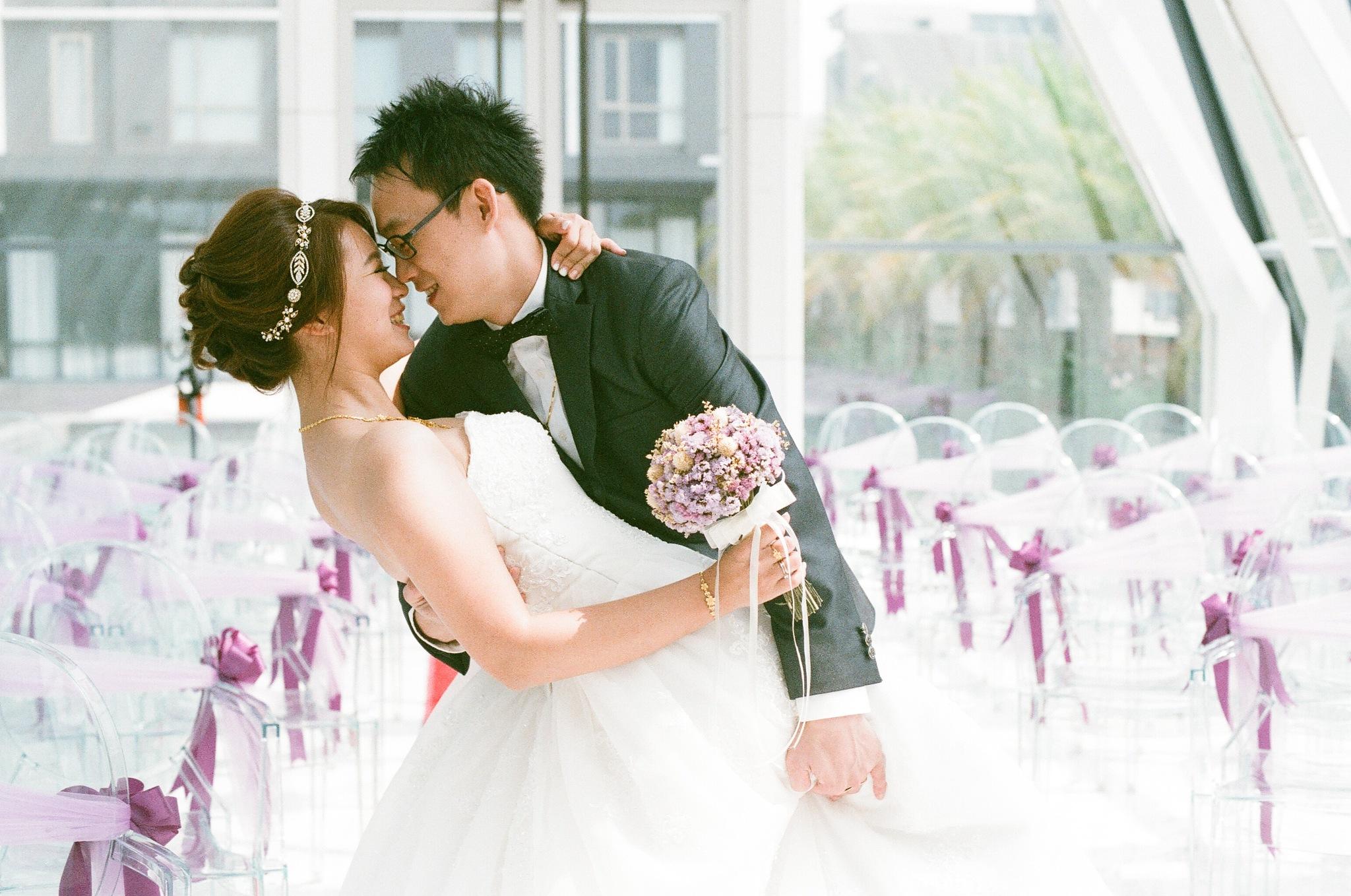 Emily's wedding / Kodak UltraMax / Nikon FM2 by Toomore Chiang