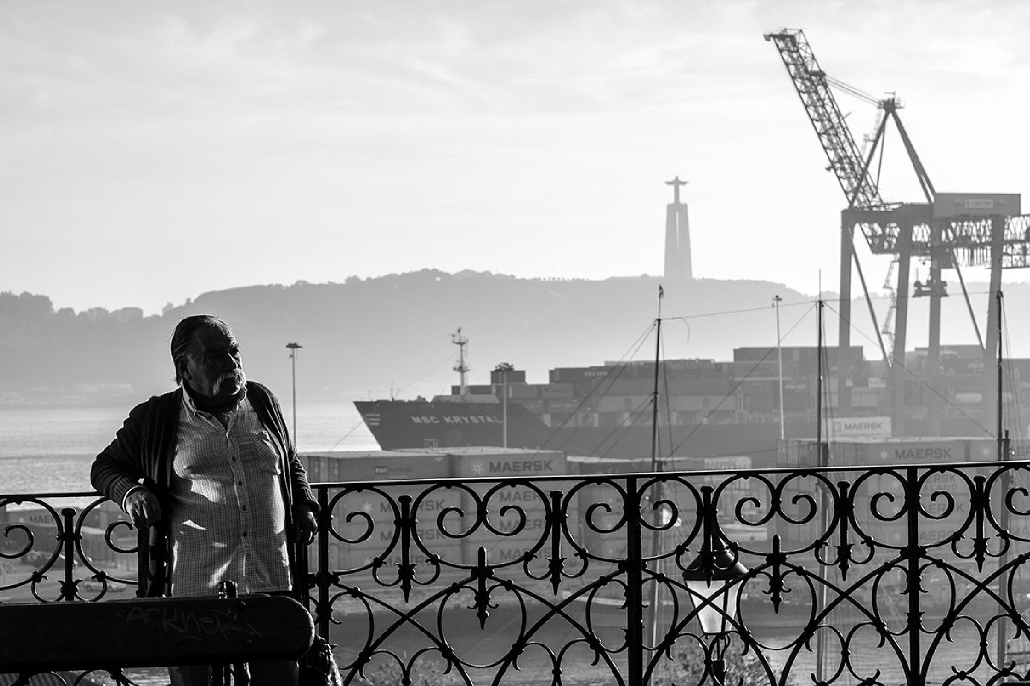 Industrial port by Arnaud BROSSARD