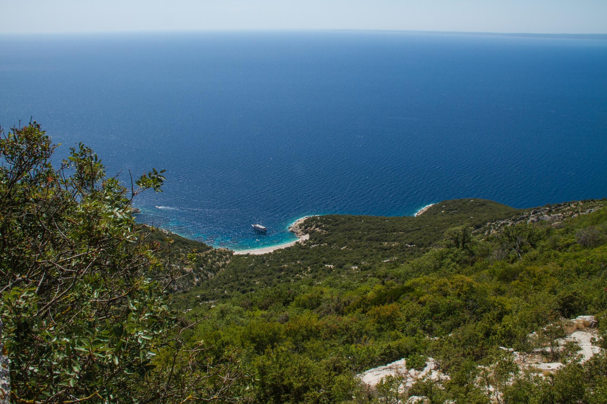 Small beaches and the blue ocean by Bjarne Gertz Pedersen