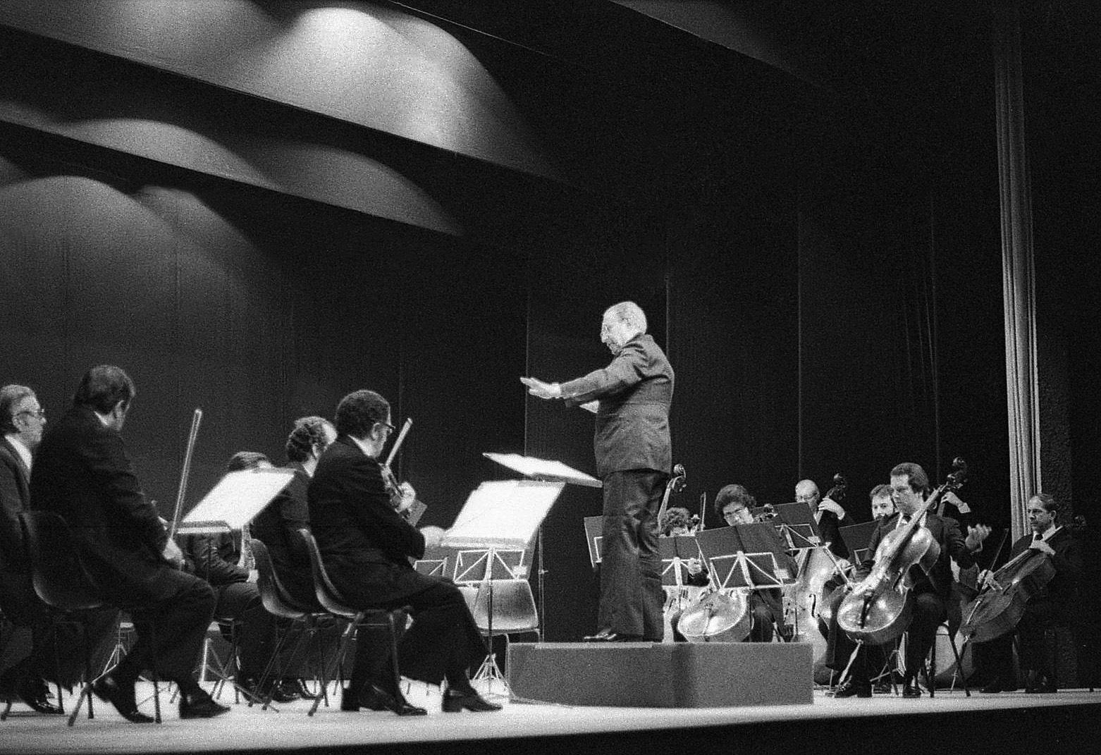 Historical B&W photo! C. Guarnieri Conductor in 70s by Chico Vecchia