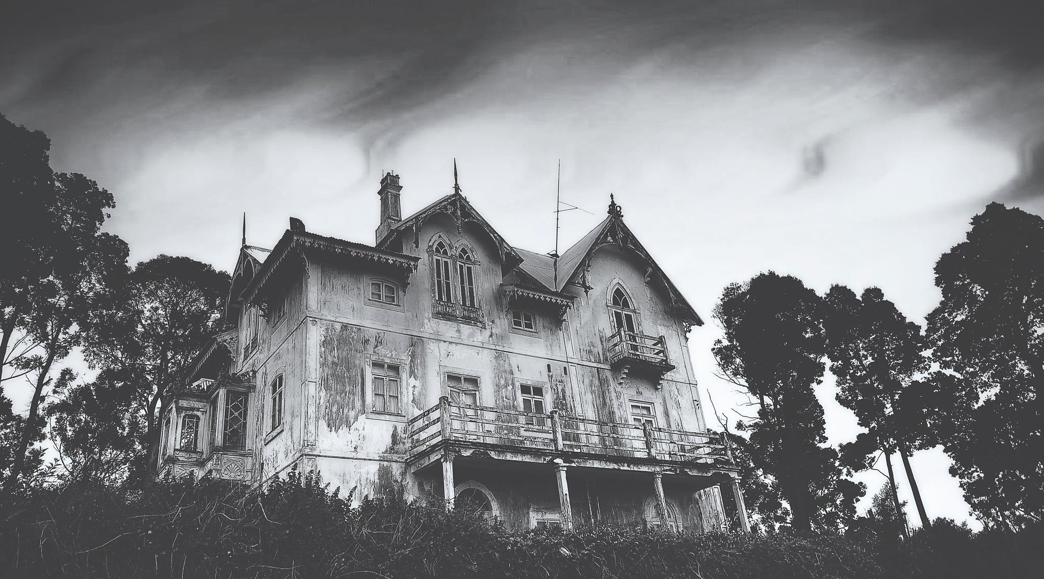 Spooky by Linette Simões