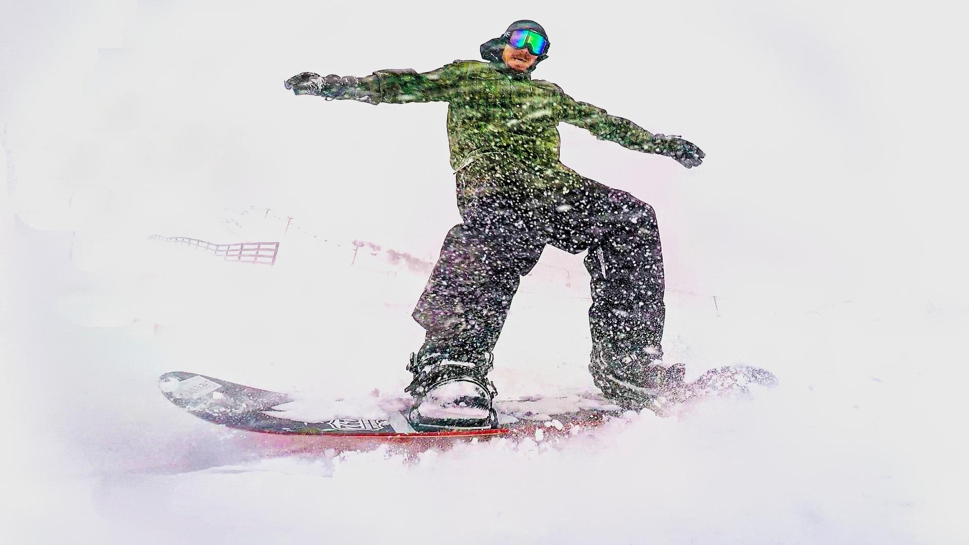 Snowboarding  by Linette Simões