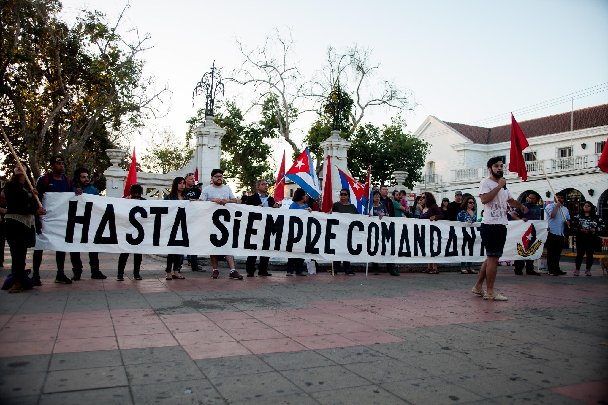 Chilenos despiden a Fidel Castro con velatón en La Serena    by Robert Jopia