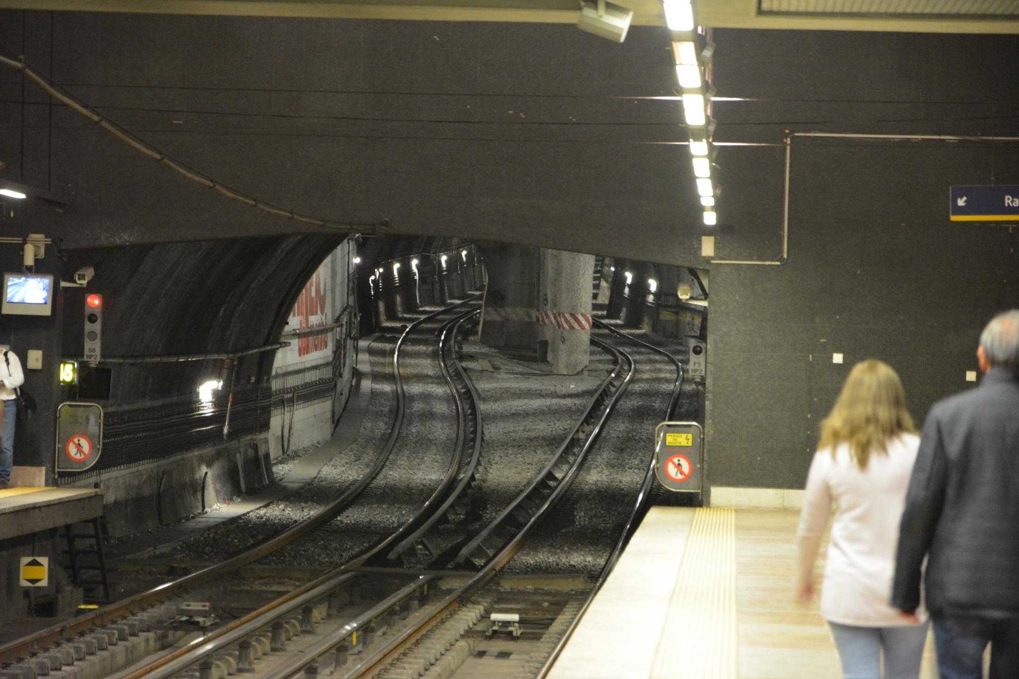 Lisbon subway by ikizd