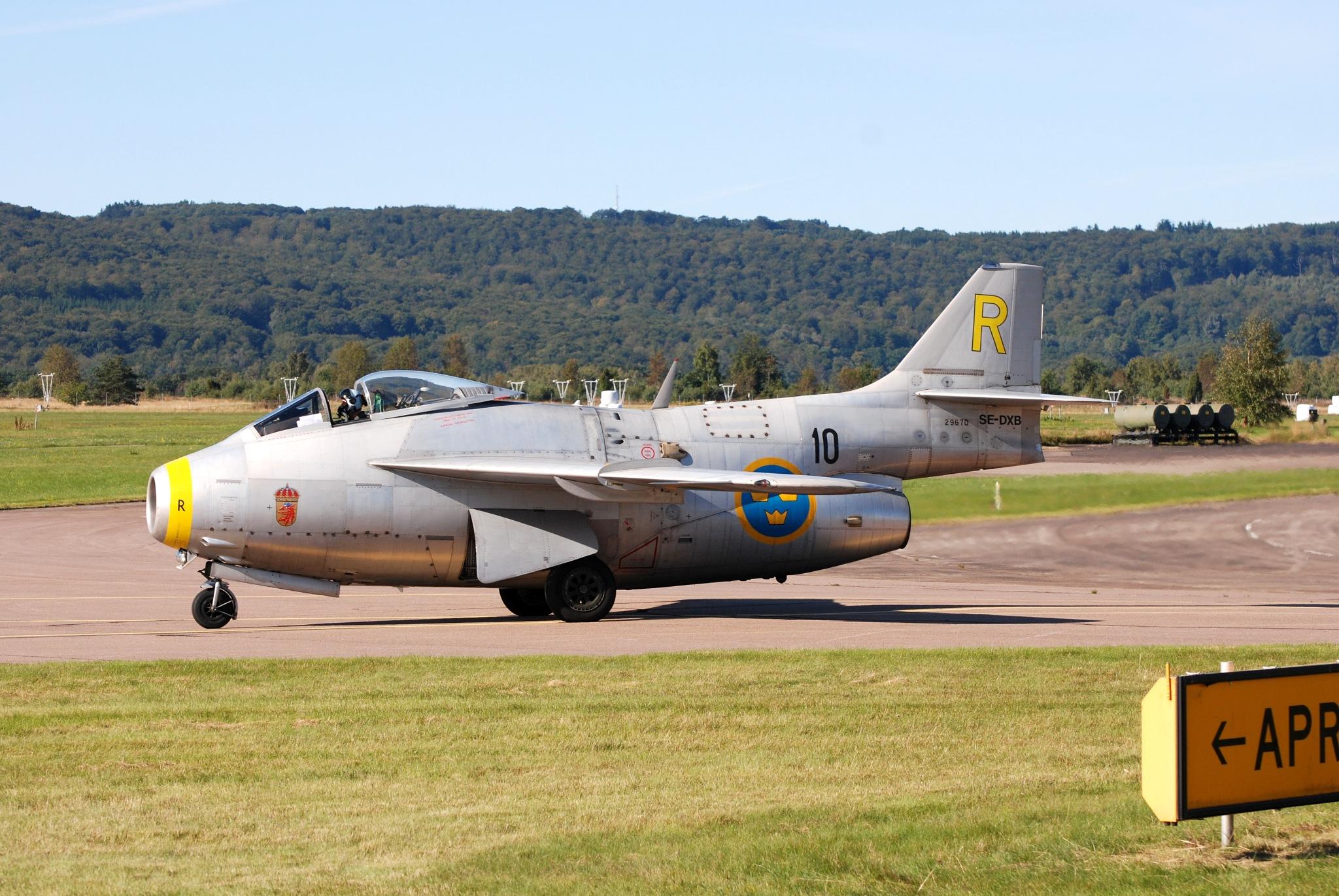 flygande tunna / flying thin by Max Cesare Parodi