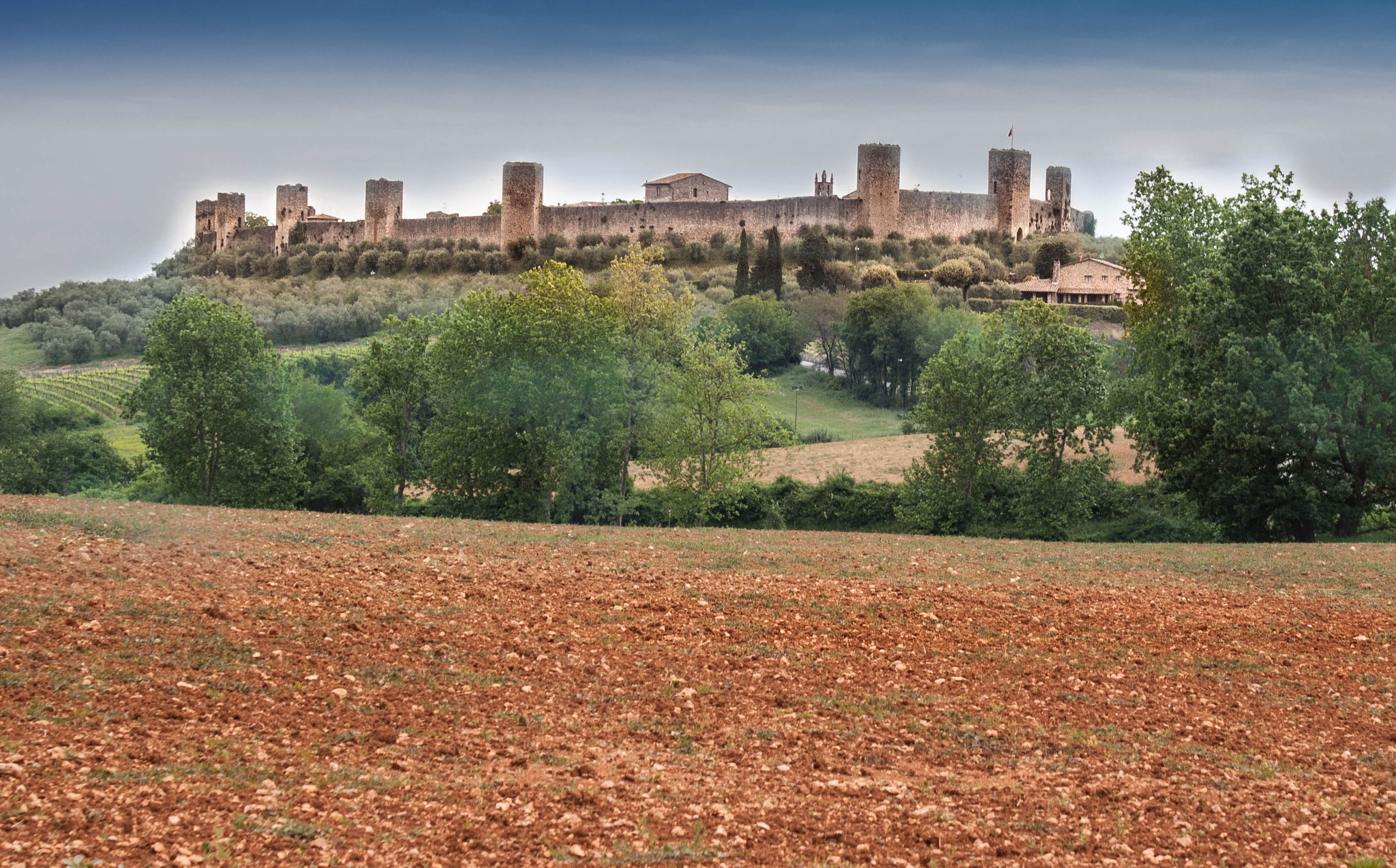 Monteriggioni and the red lands by Gianni L'Abbate
