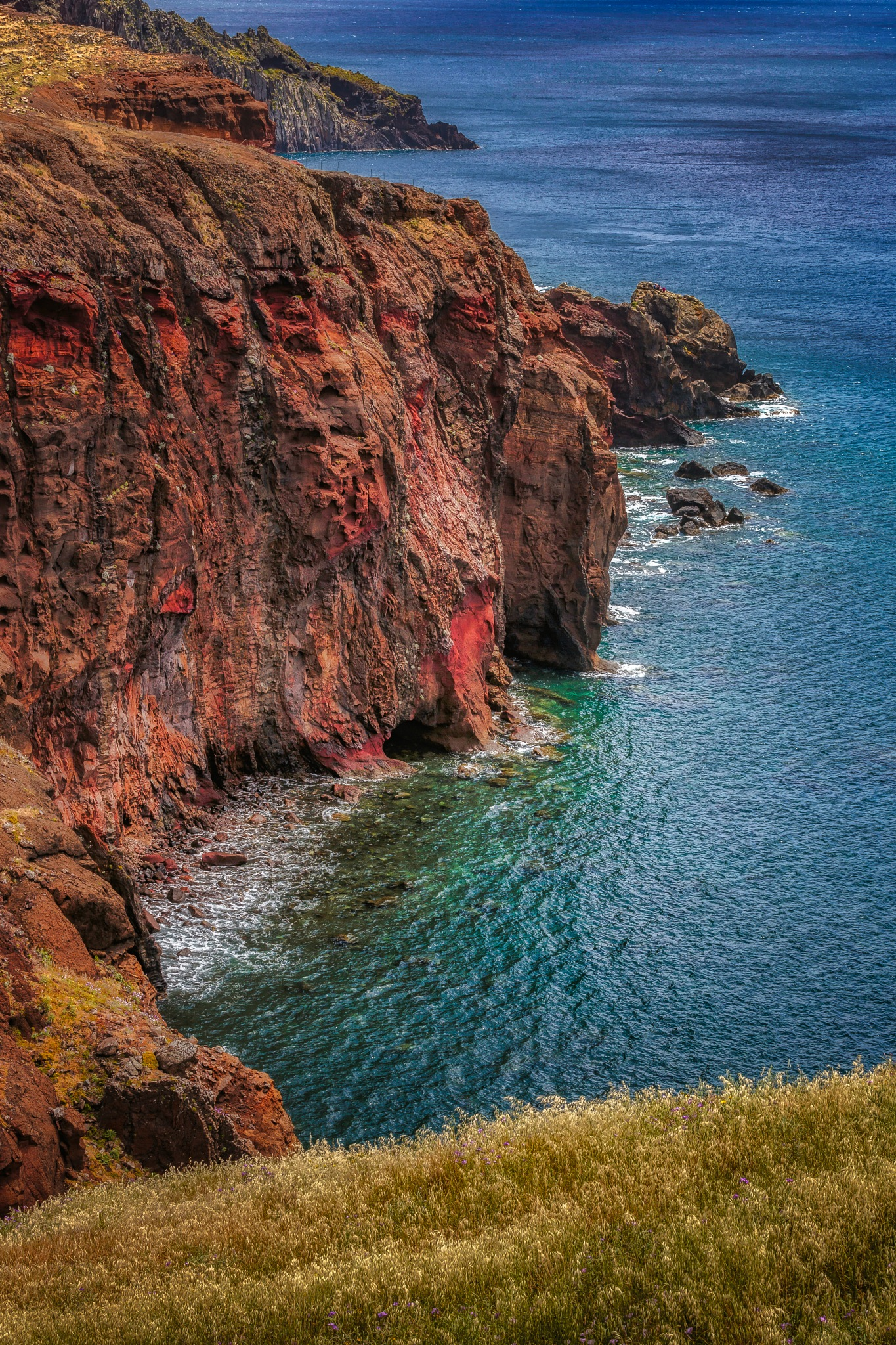 Red lava cliff by Chris Butler 📷