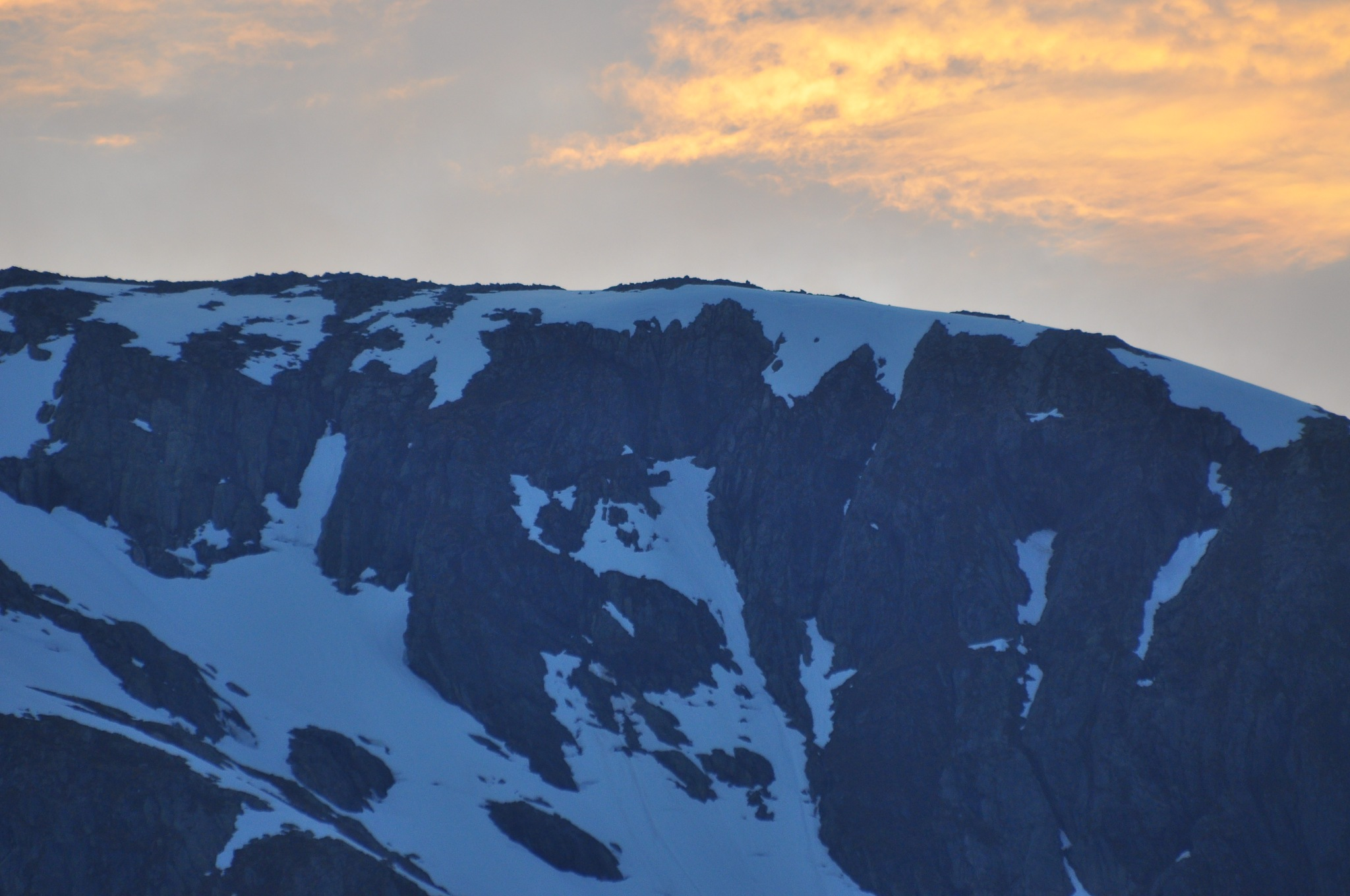 Sunset behind the glacier by Dag Olav Øverland